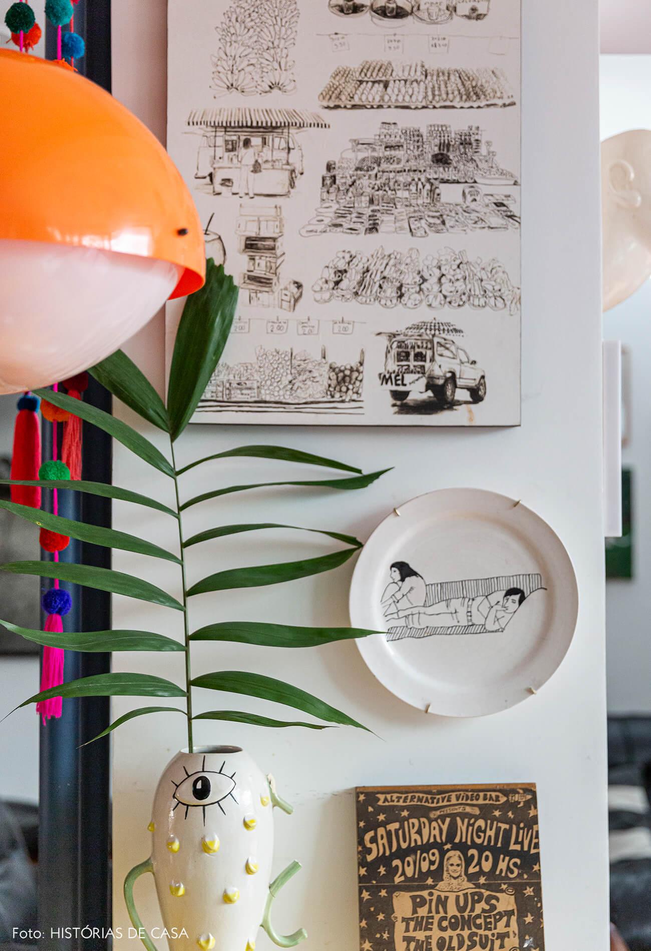 Apartamento reformado, cozinha com quadros e detalhes