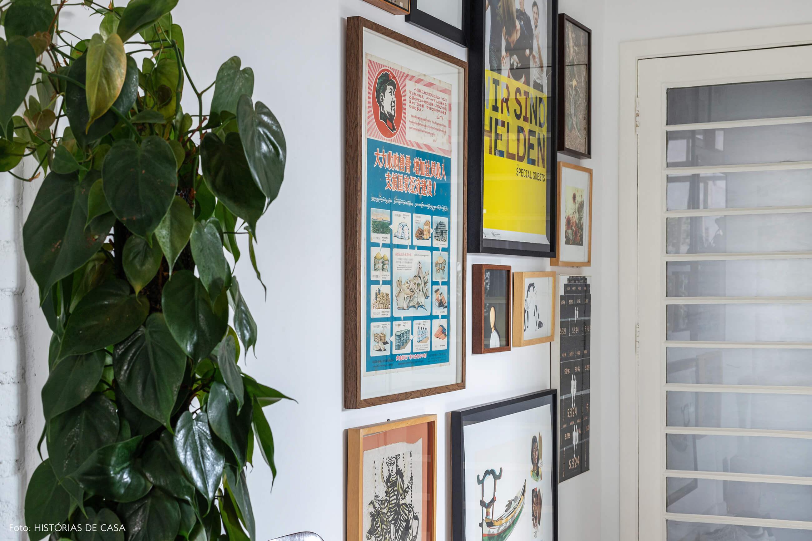 Apartamento escandinavo, parede de quadros e porta de vidro