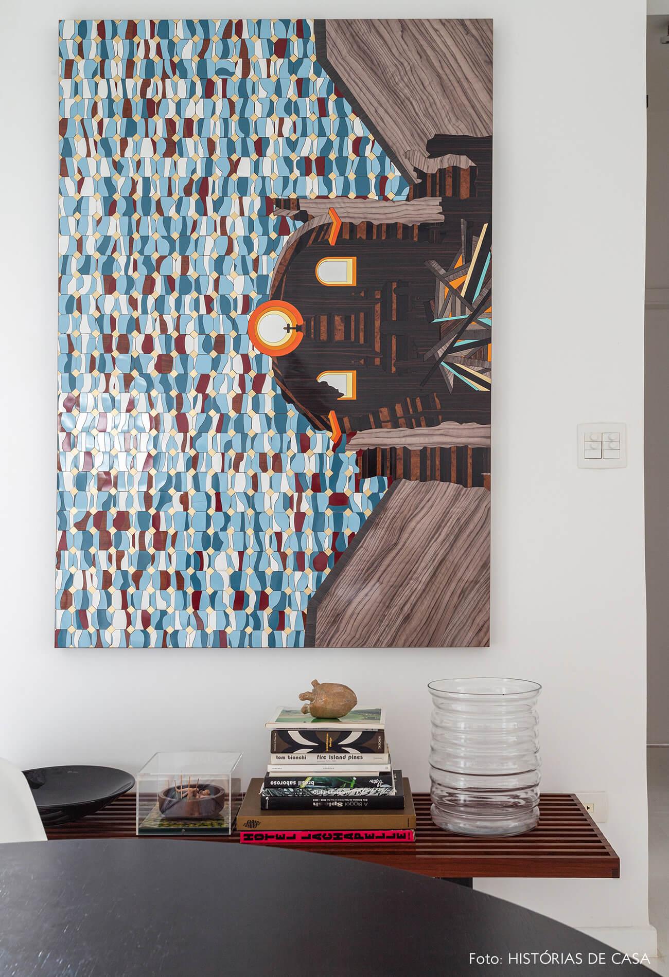 Apartamento escandinavo, banco de madeira