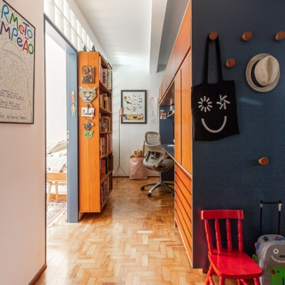 Apartamento integrado com home office na sala