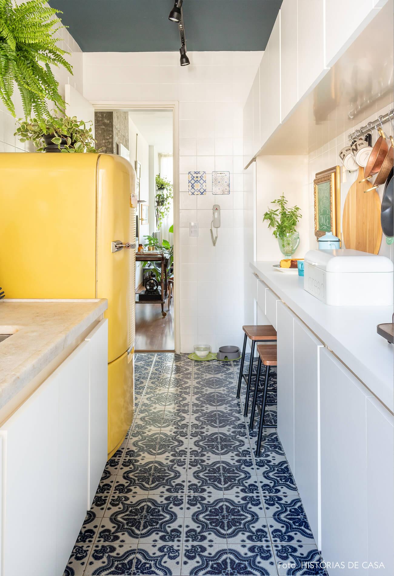 geladeira amarela cozinha
