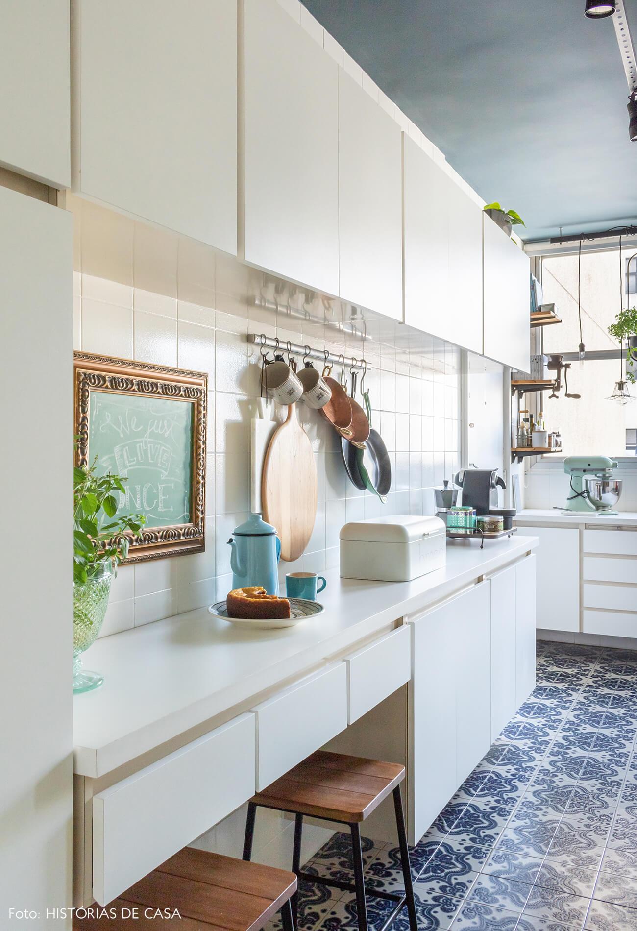 cozinha chão azul