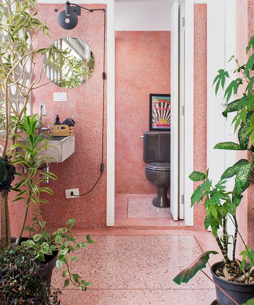 banheiro parede rosa