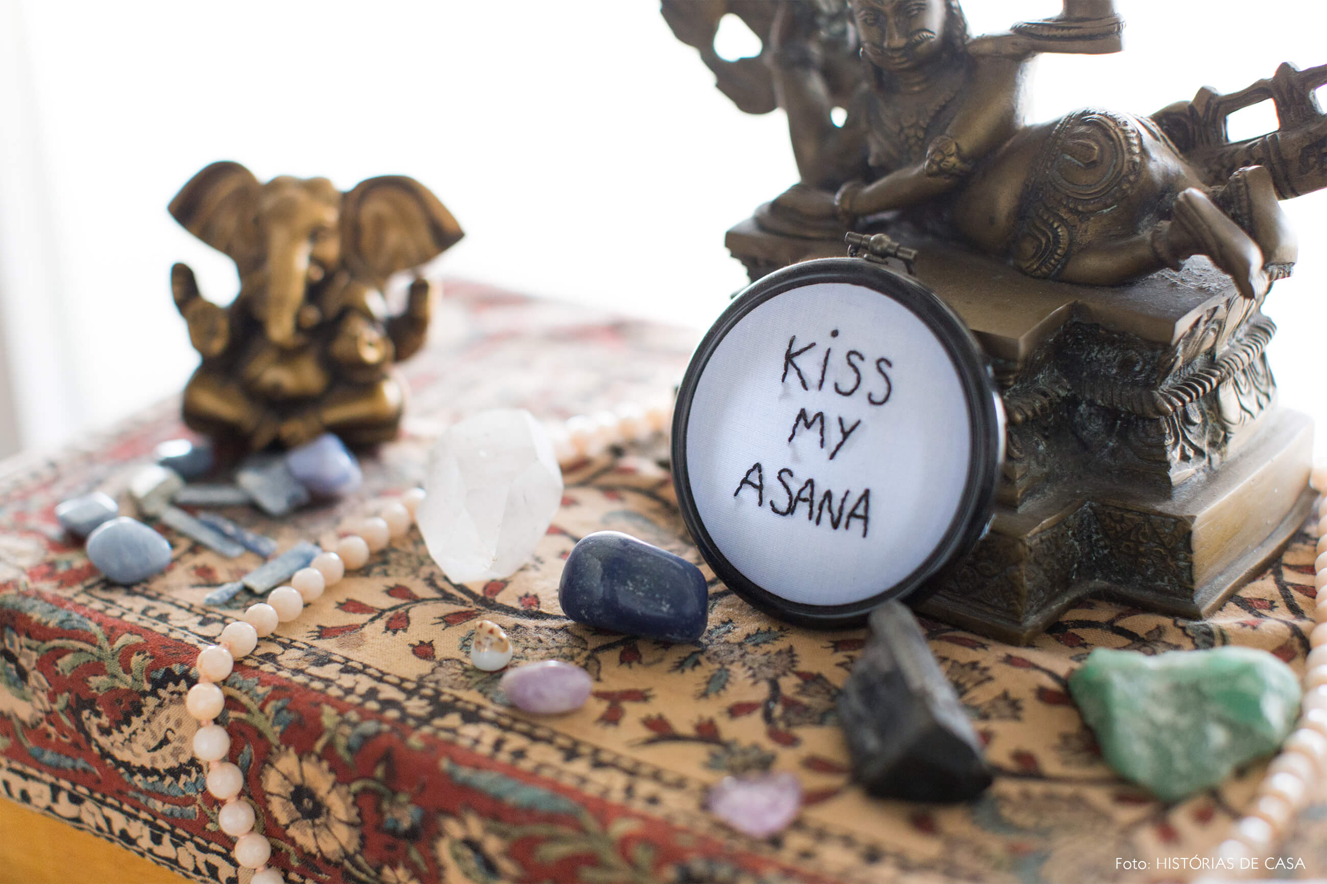 decoração copan detalhe altar yoga cristais