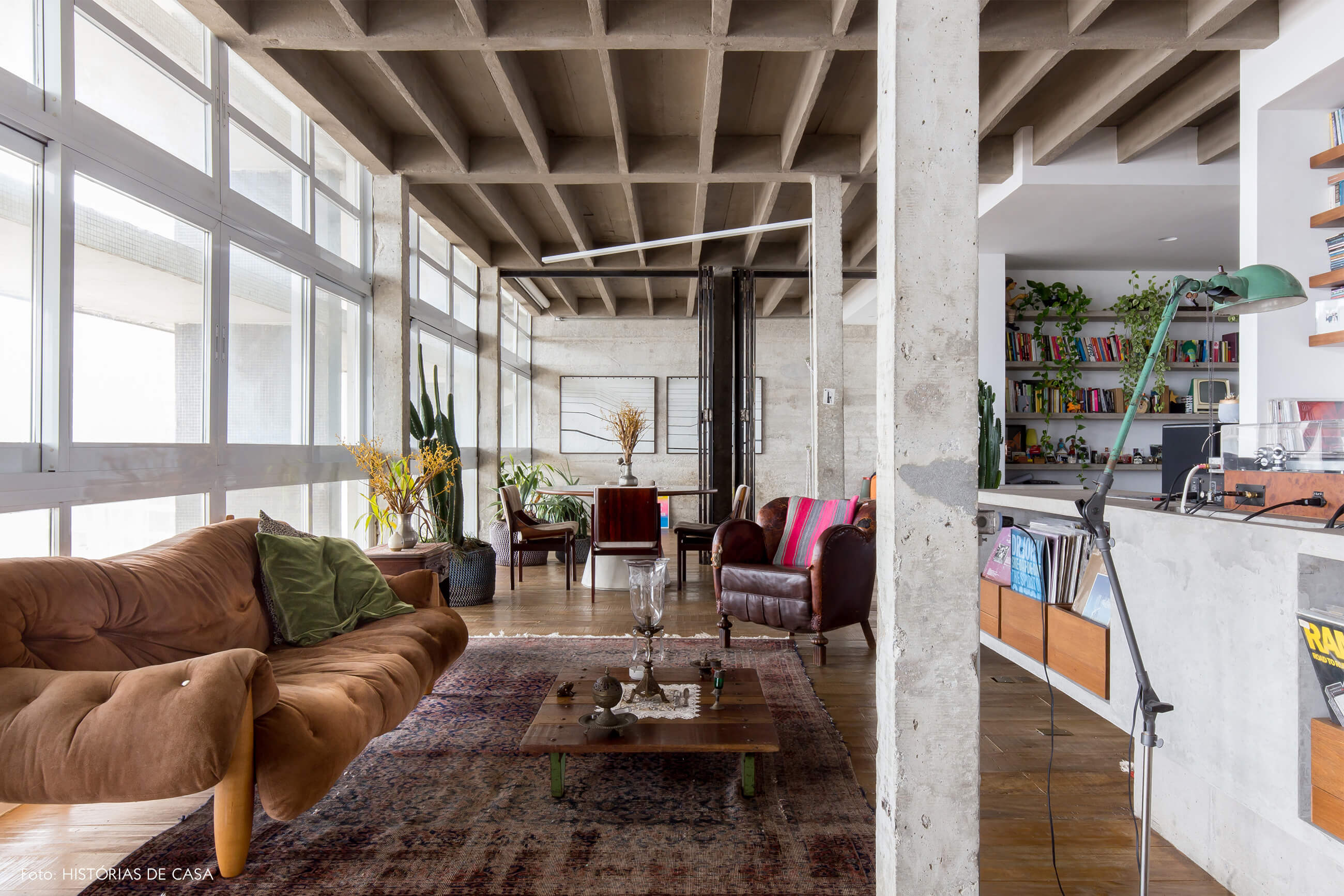 decoração copan colunas concreto sofá sérgio rodrigues mesa concreto