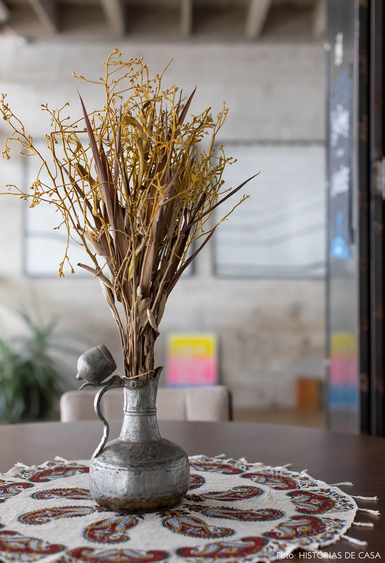 decoração copan detalhe toalha estampada vaso ferro planta