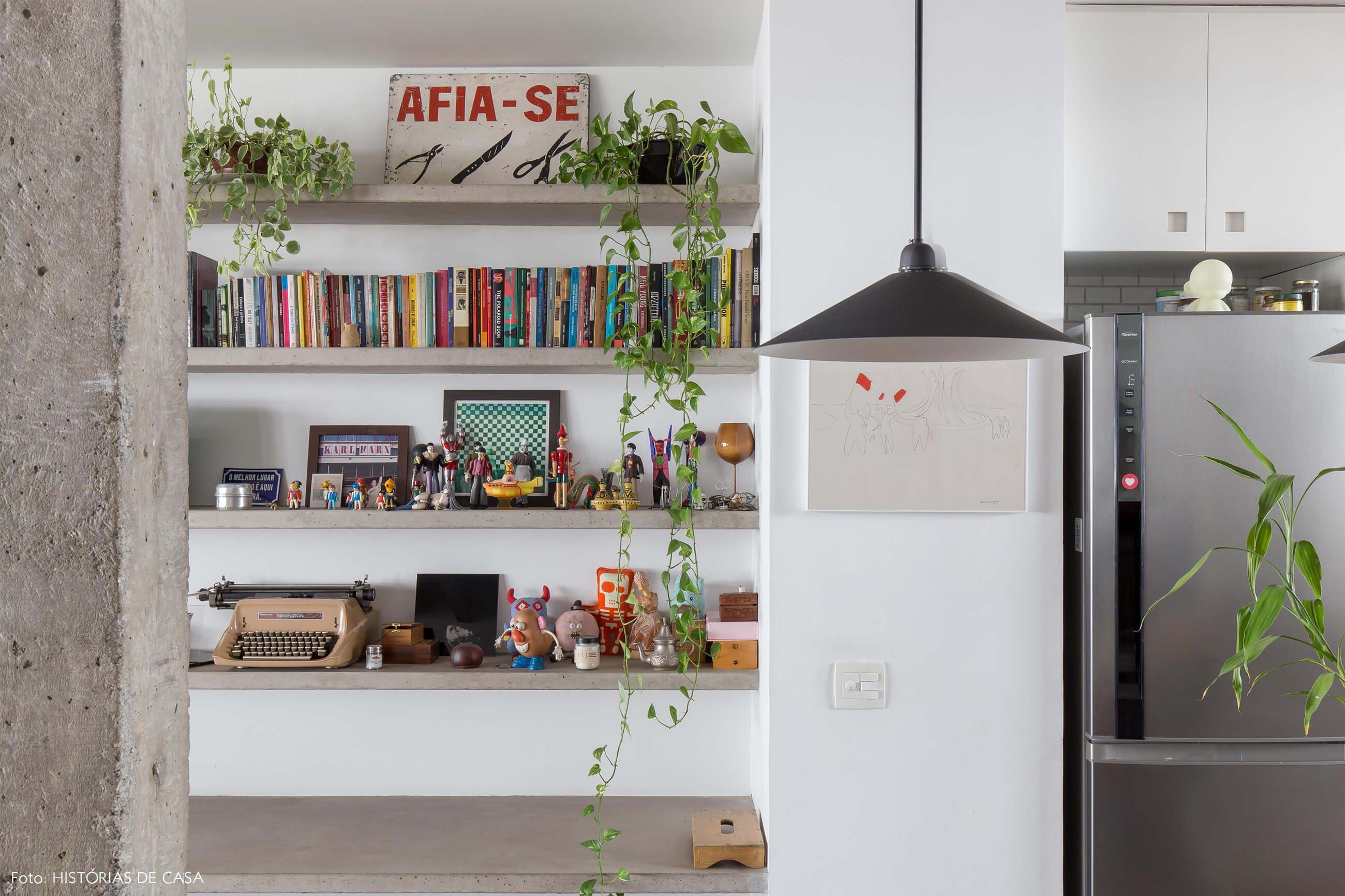 Ap decoração copan cozinha sala bancada e colunas de concreto plantas e luminária preta
