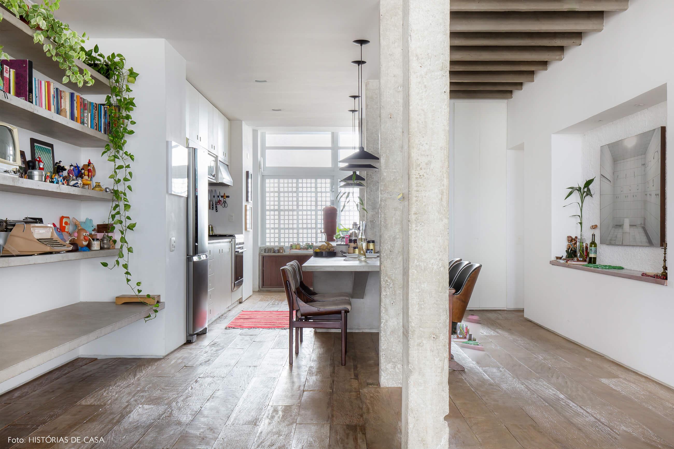 Ap decoração copan colunas concreto piso de madeira e cozinha