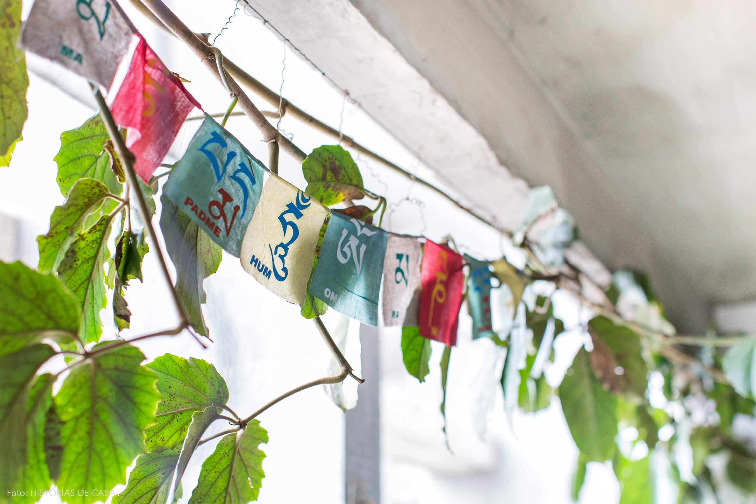 Ap decoração copan detalhe do jardim interno bandeiras indianas