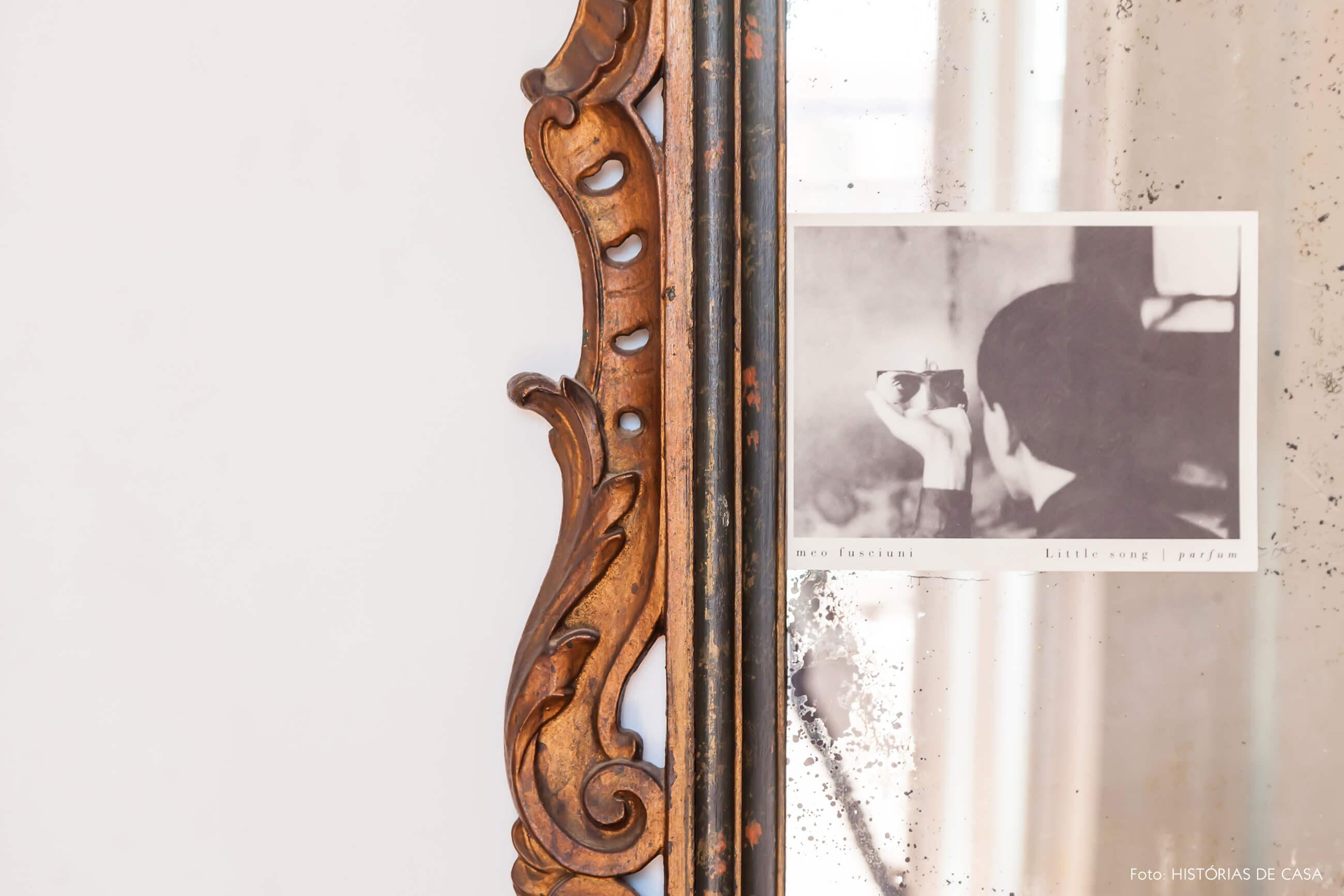 decoração detalhe espelho moldura dourada