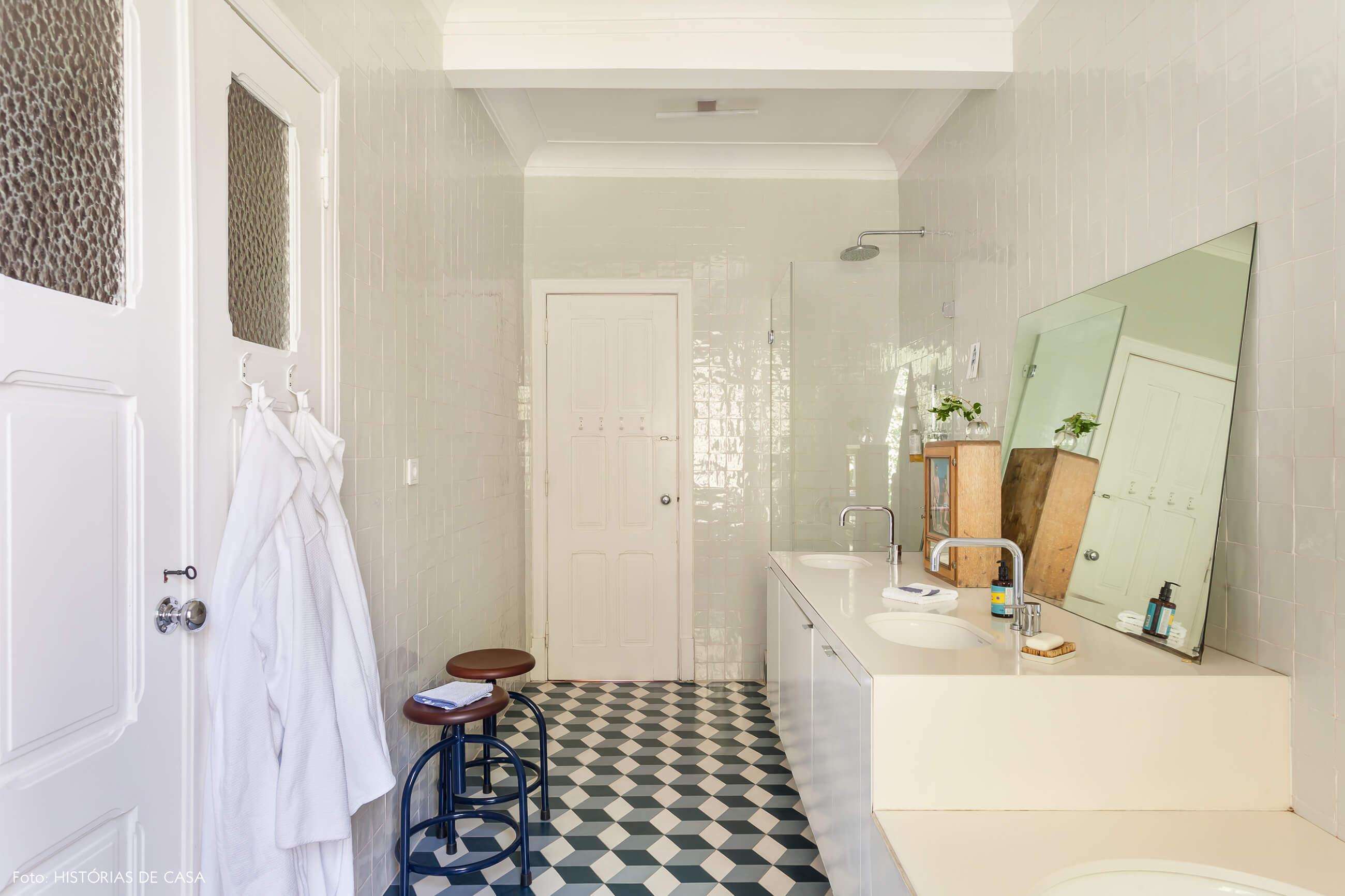 Ap decoração banheiro piso azul