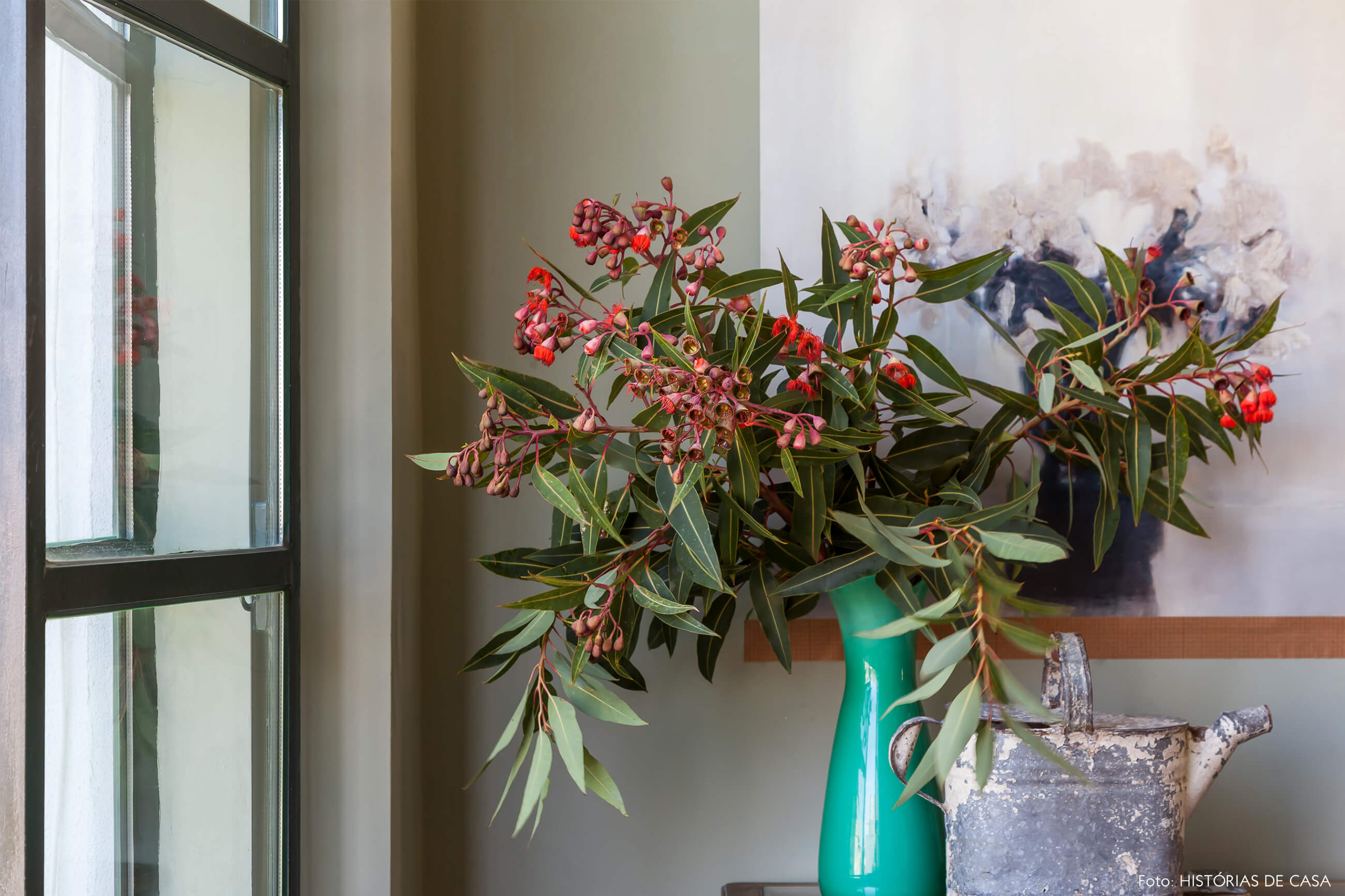 Ap decoração detalhe na parede verde com vaso verde