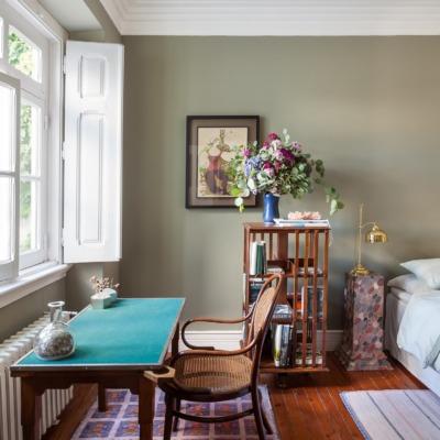 Ap decoração quarto verde com móveis de madeira
