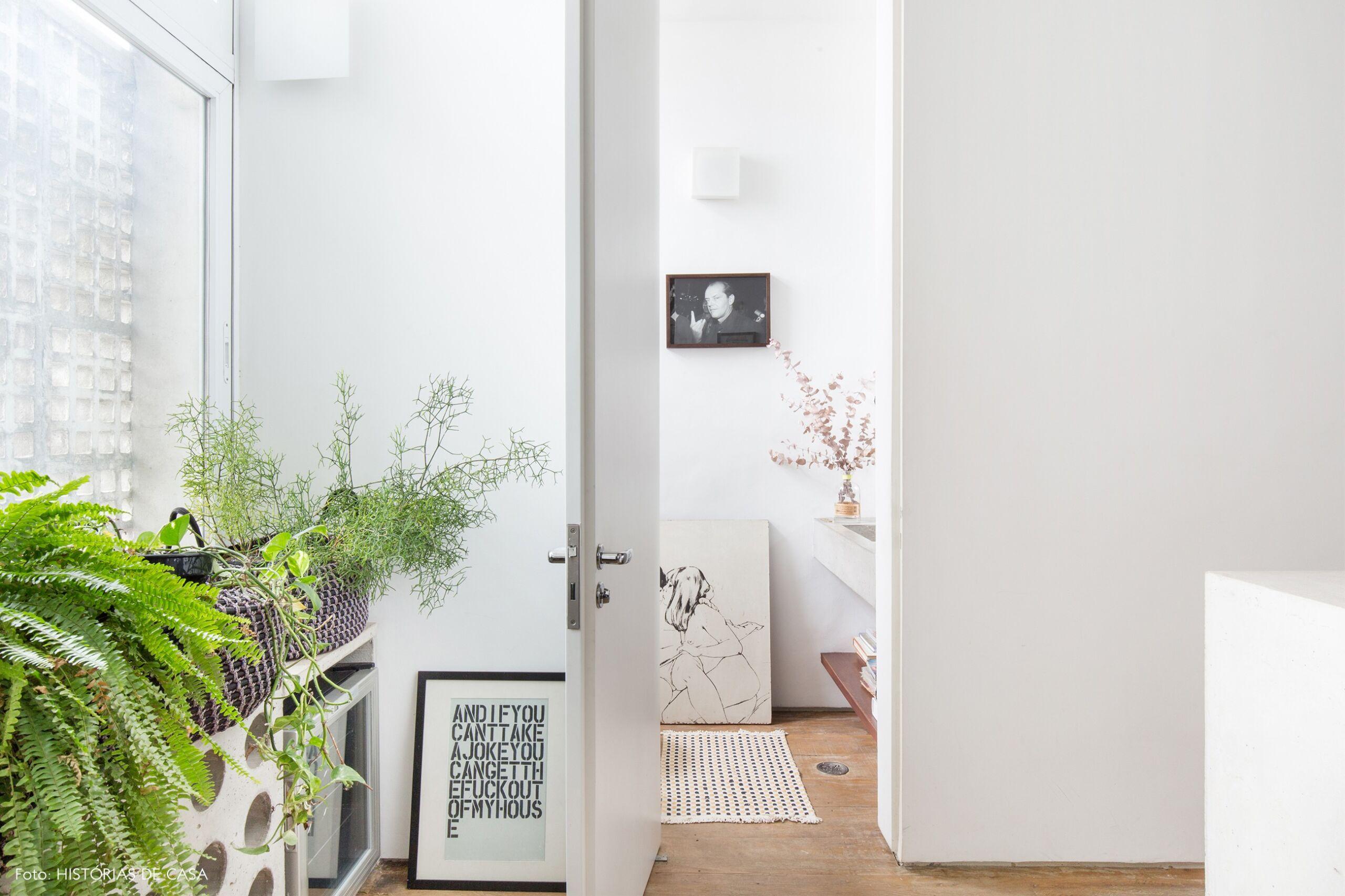 Ap decoração banheiro copan paredes brancas banheiro plantas quadros