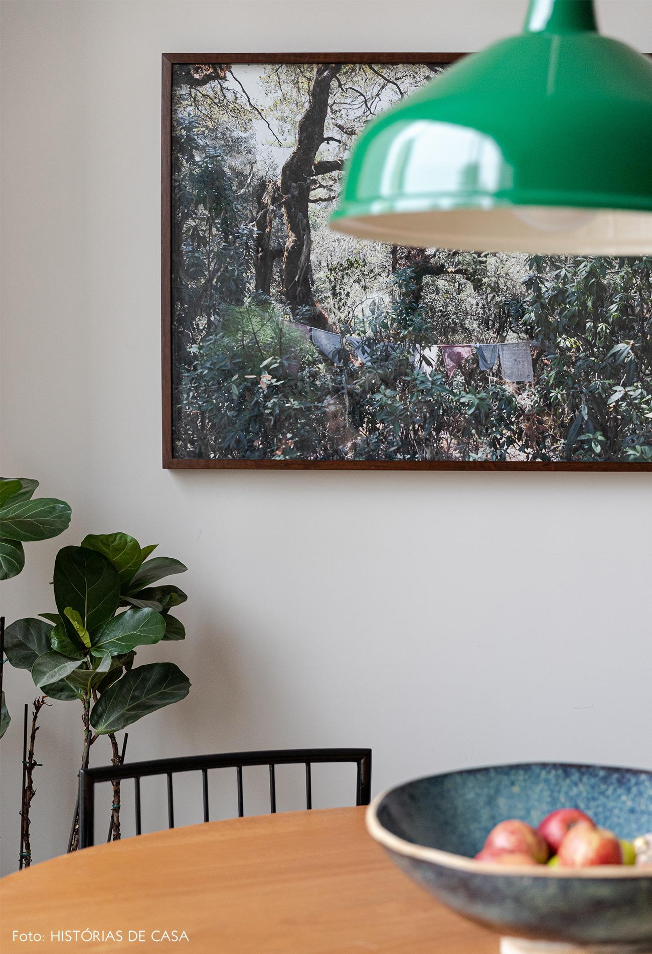sala-jantar-vaso-ceramica-luminaria-verde