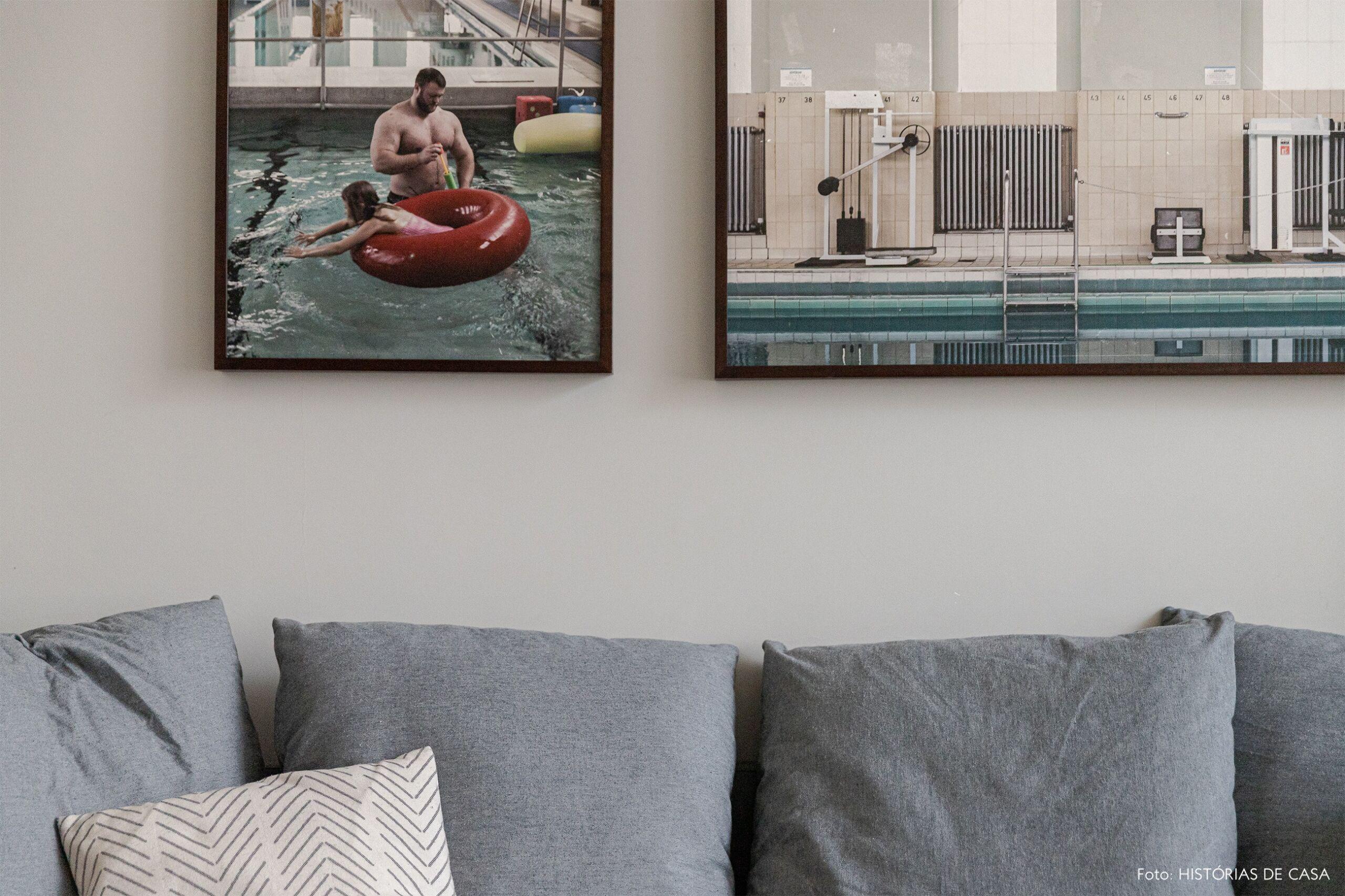 sala-sofa-cinza-quadros-fotografia