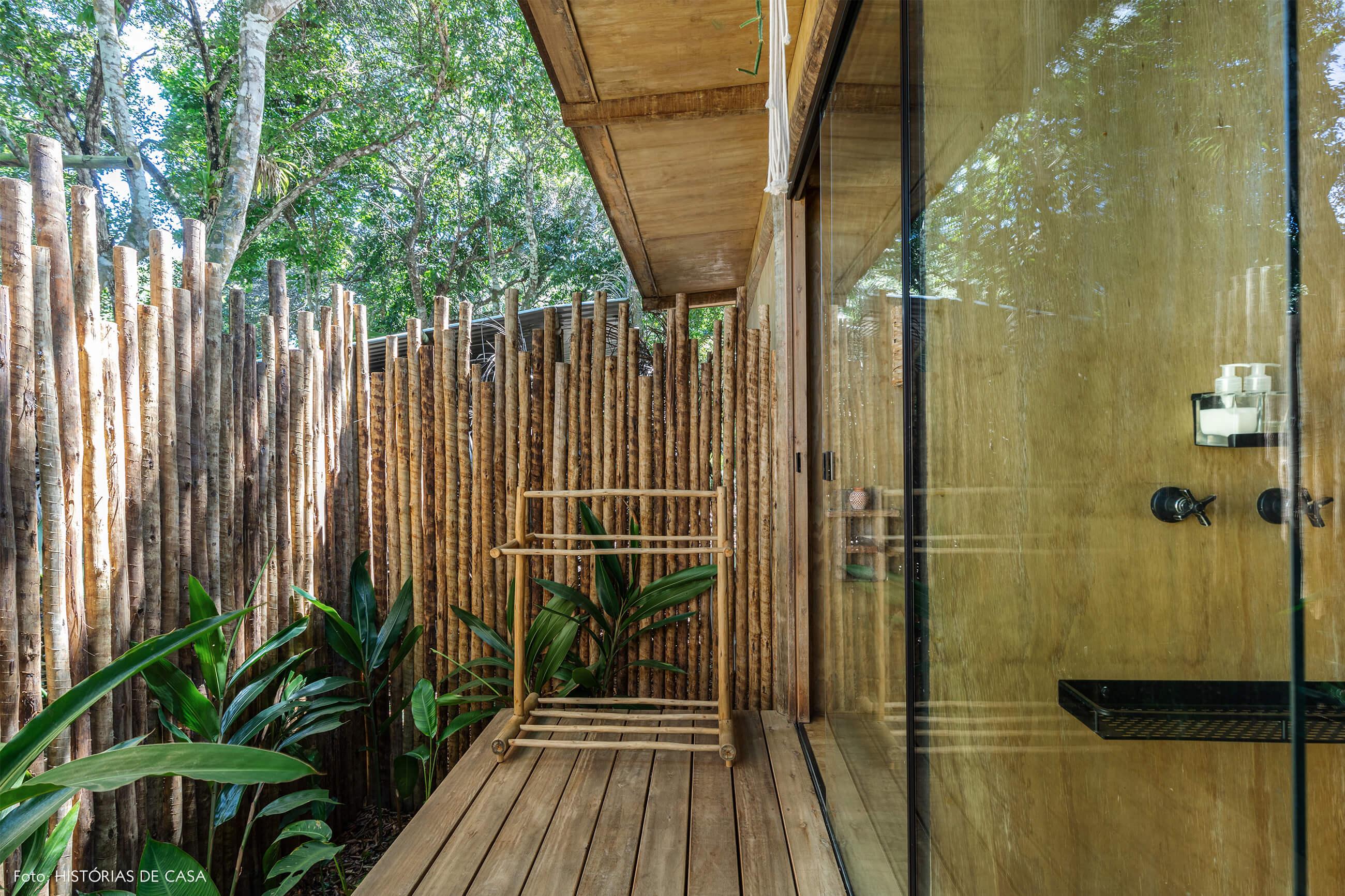 trancoso-decoracao-hotel-villase7e-31-banheiroporta-vidro-muro-bambus-jardim