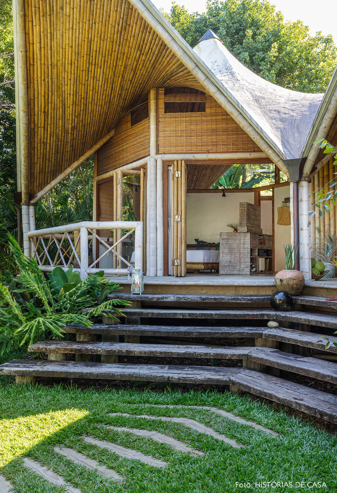 vilasete-hotel-decoracao-47-escada-madeira-teto-bambu-jardim