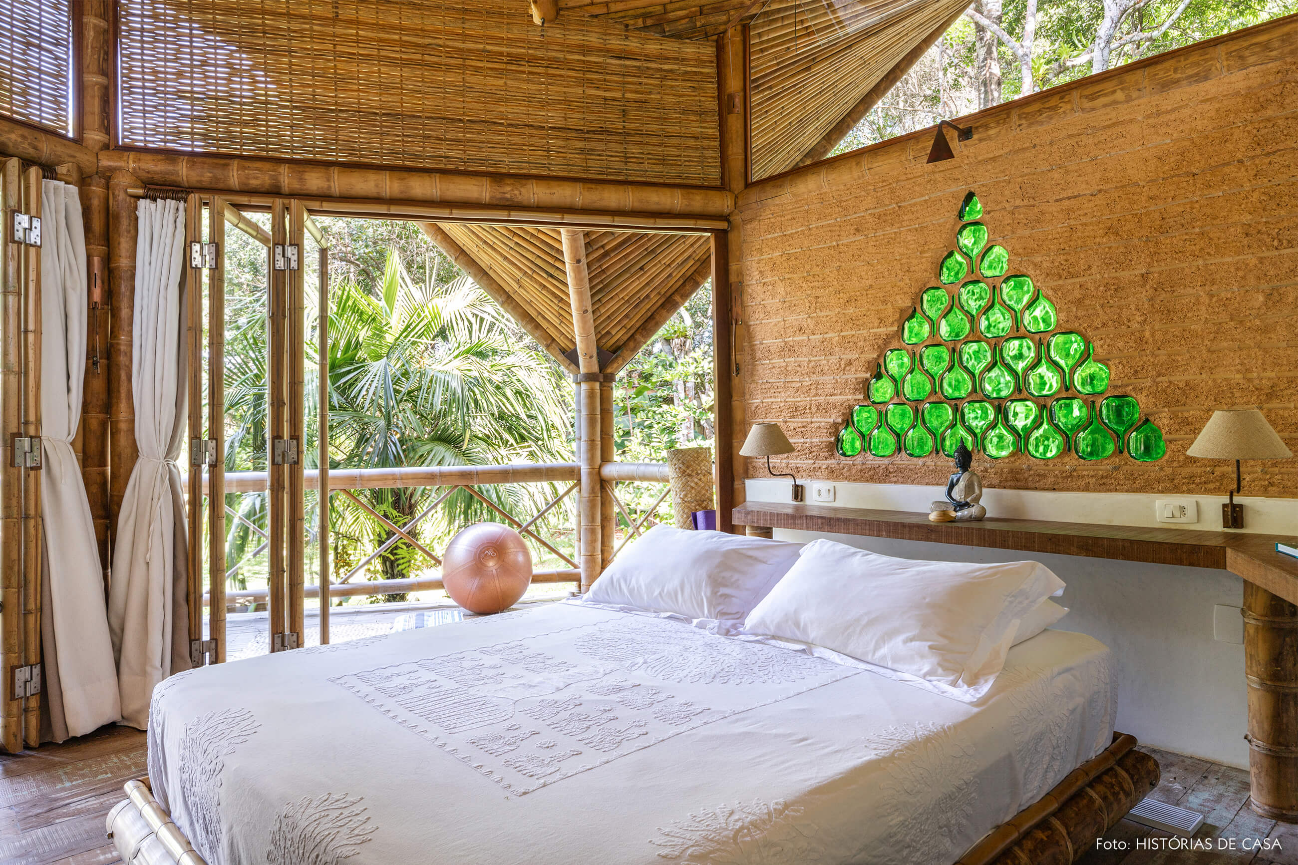 trancoso-vilasete-hotel-decoracao-59-quarto-branco-cama-bambu-detalhe-verde