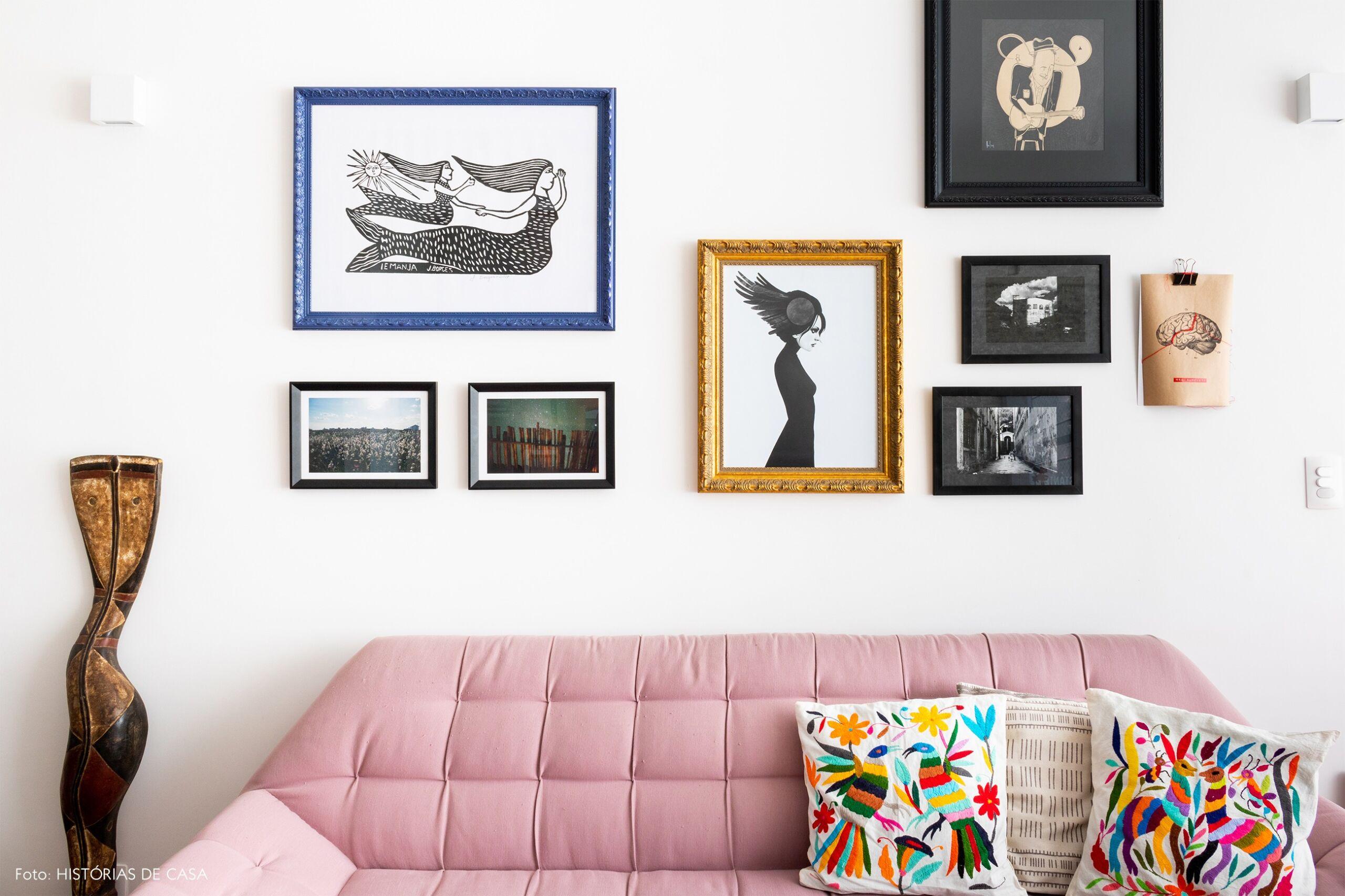 sala-sofa-rosa-detalhe-quadros