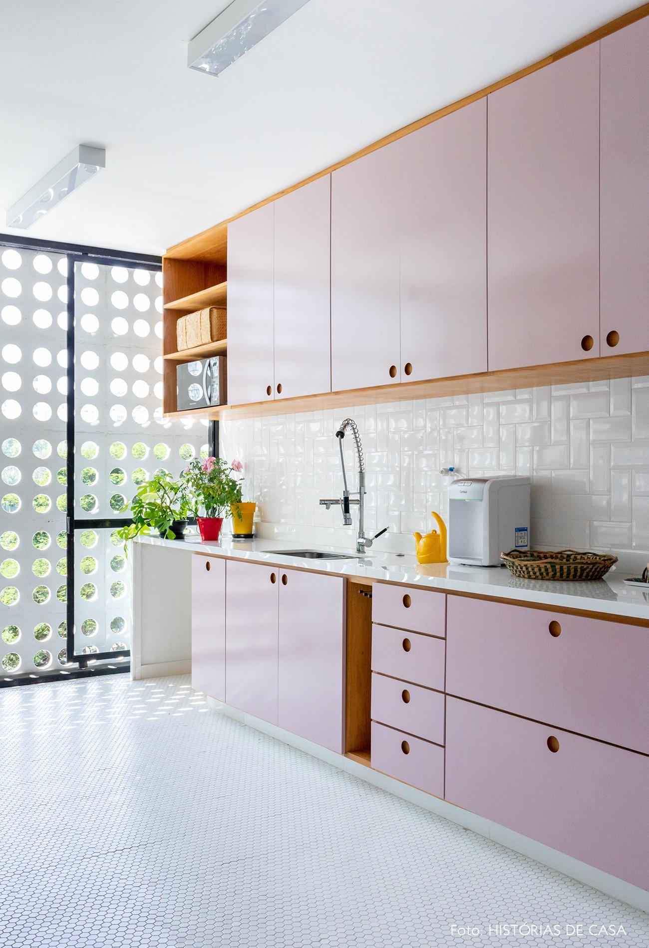 cozinha-armario-rosa-janela-grande-cobogo