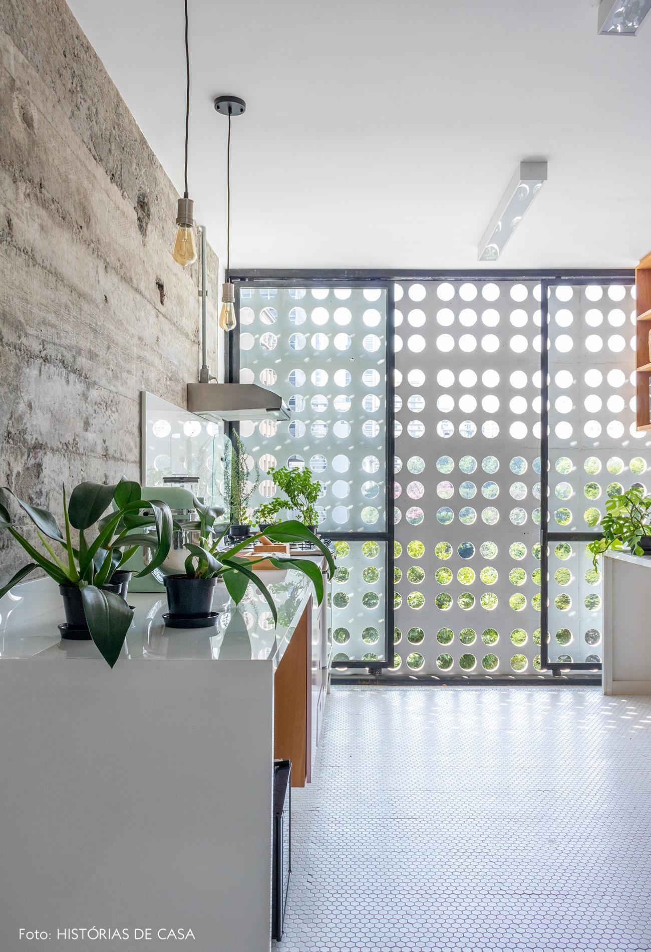 cozinha-janela-grande-cobogo-piso-branco