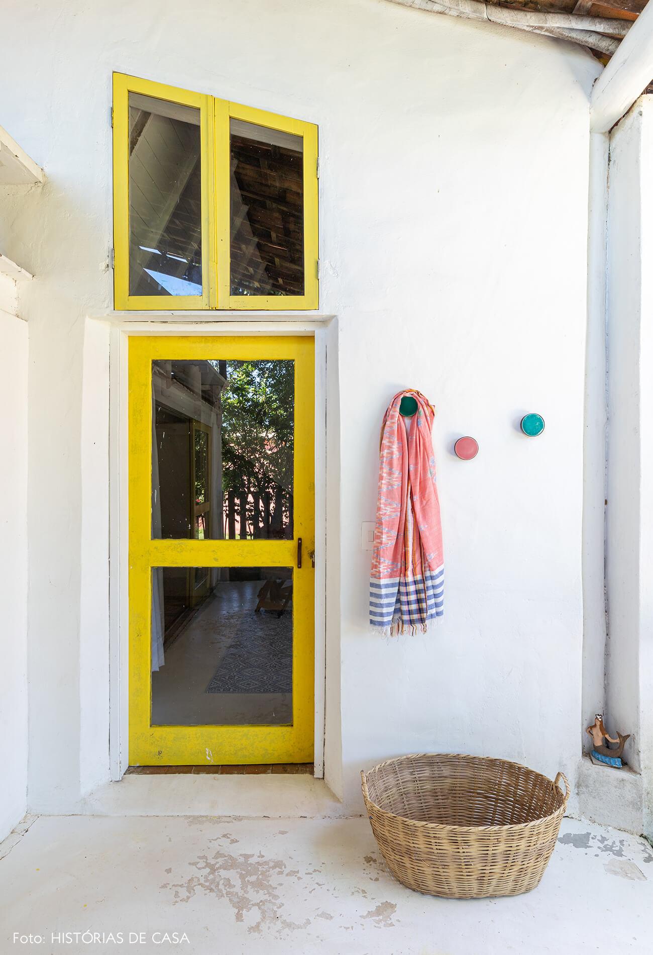 flavia-decoração-trancoso-porta-entrada-amarela
