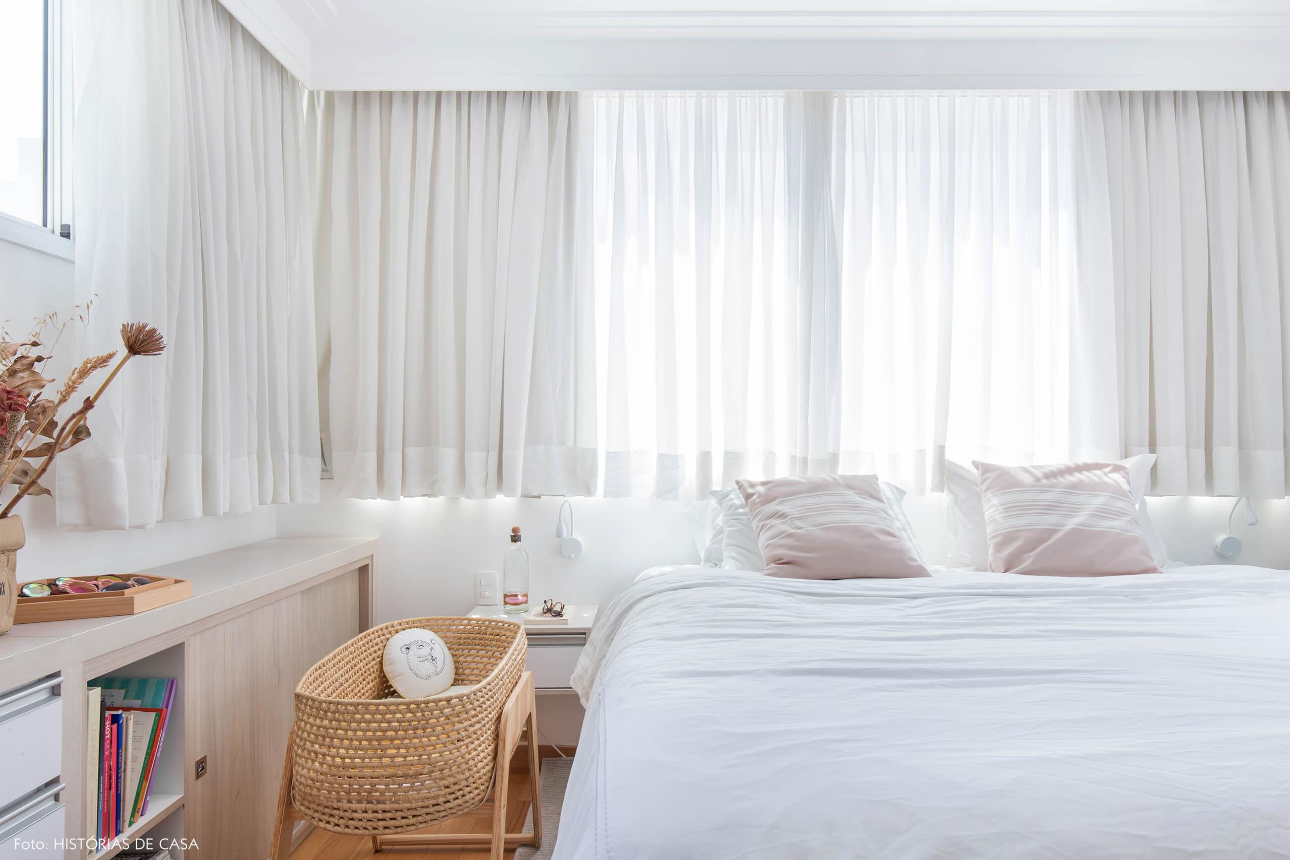 ju-cosi-decoração-quarto-com-berço-palha-e-cama-branca