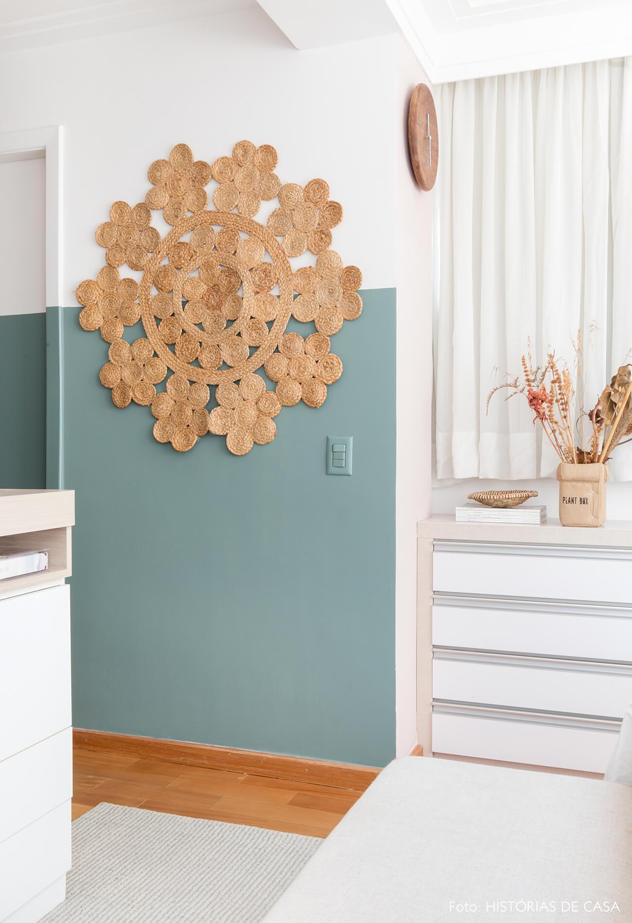 ju-cosi-decoração-parede-verde-e-tapeçaria