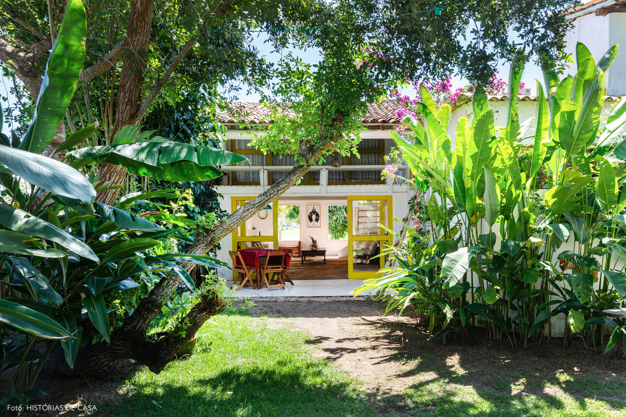 flavia-decoração-trancoso-varanda-com-portas-amarelas