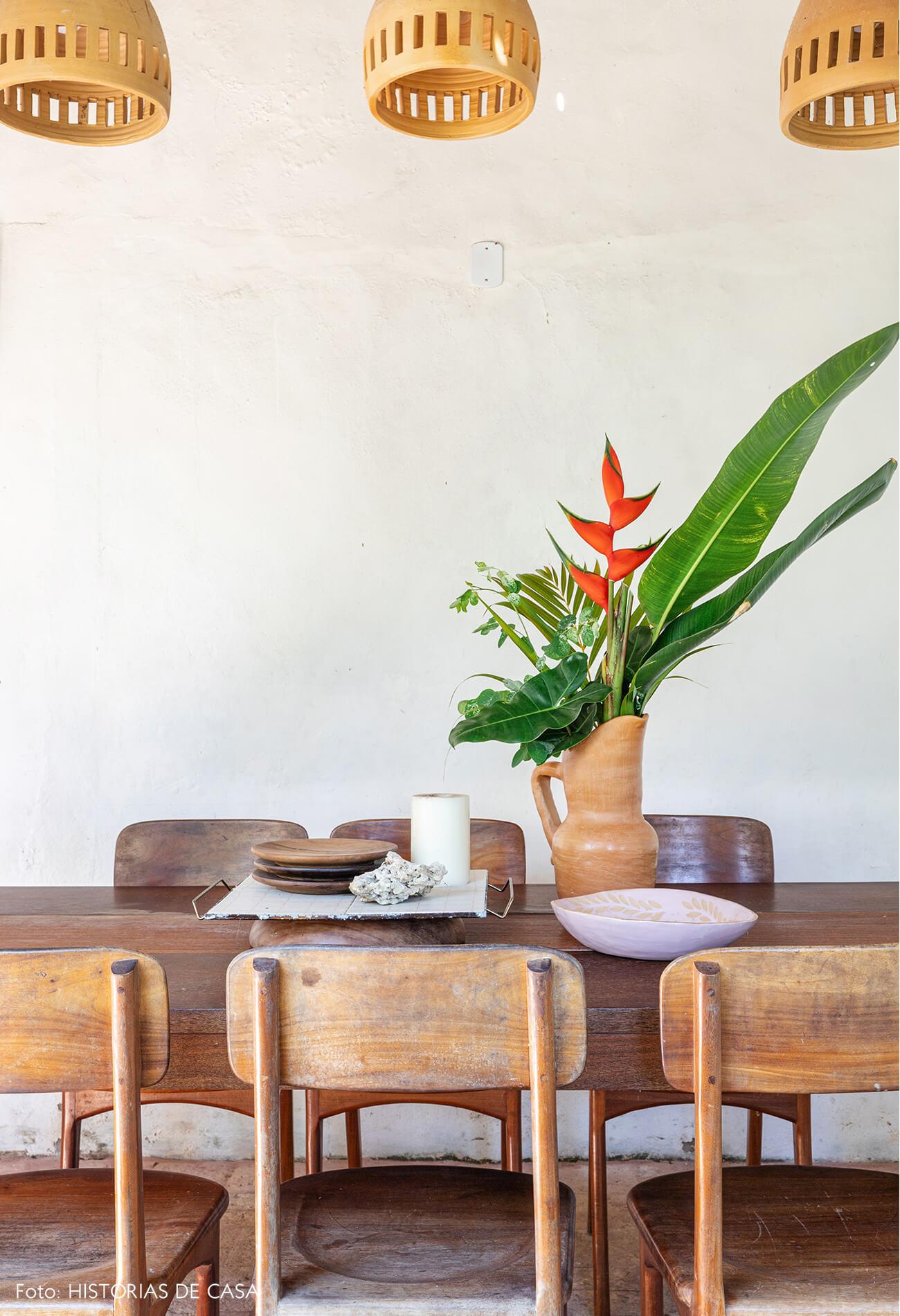 flavia-decoração-trancoso-sala-jantar-com-moveis-madeira