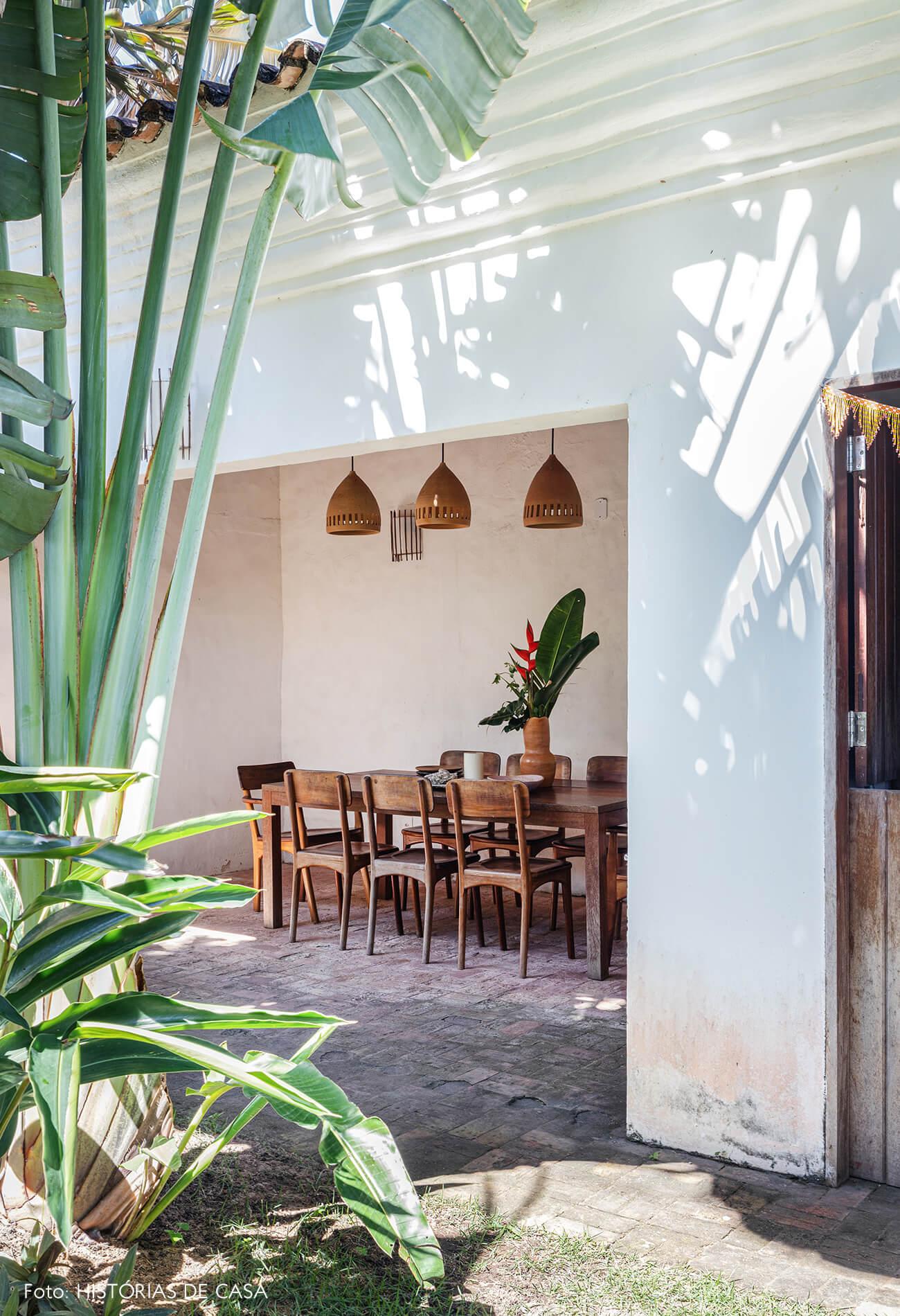 flavia-decoração-trancoso-sala-jantar-com-saida-para-jardim