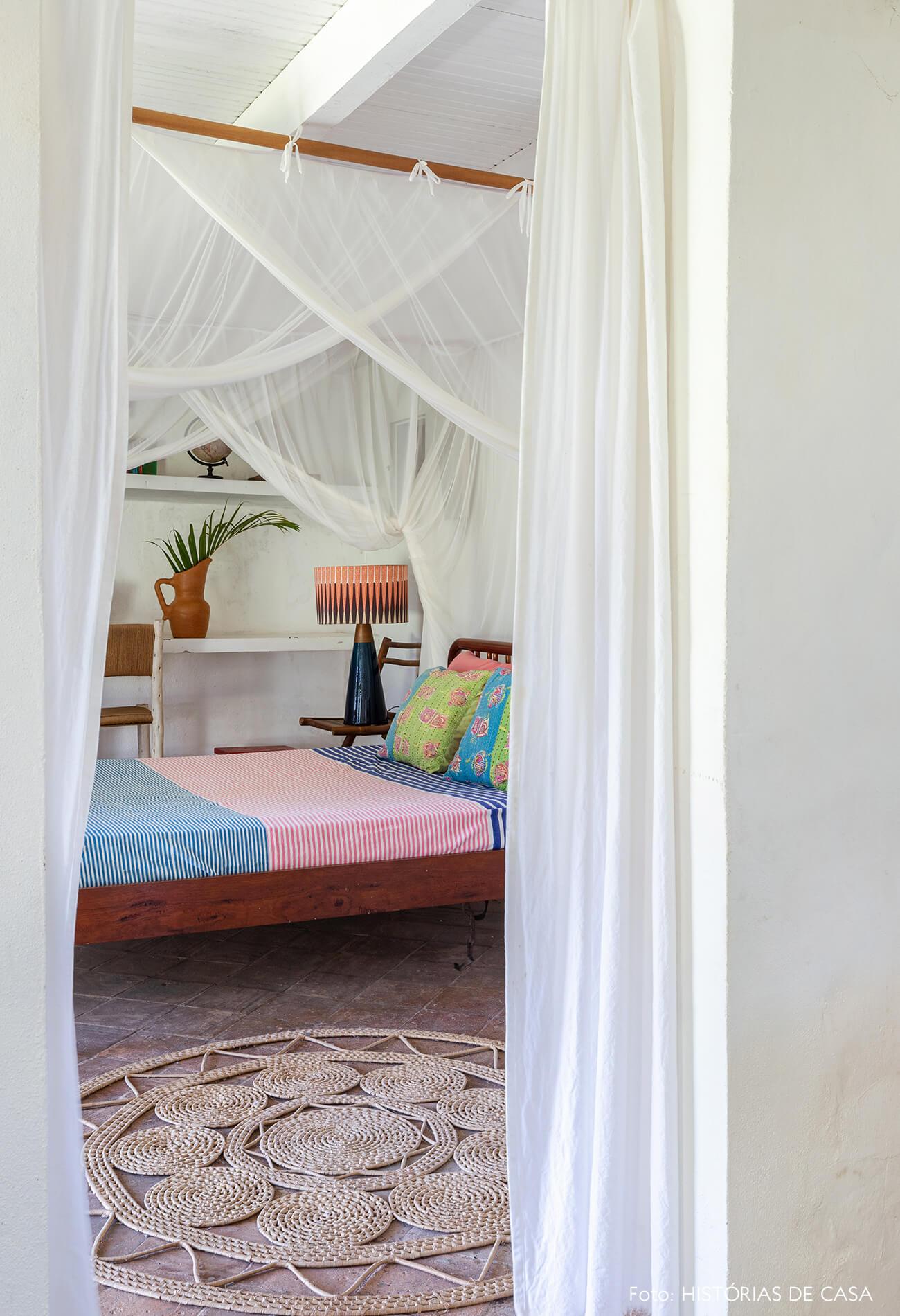 flavia-decoração-trancoso-quarto-com-tenda-banca-e-detalhes-madeira
