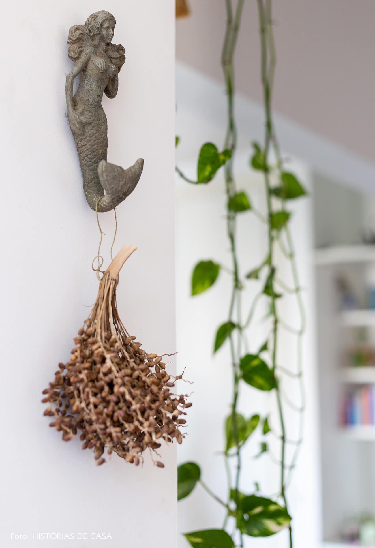 detalhe-da-sala-com-sereia-e-plantas