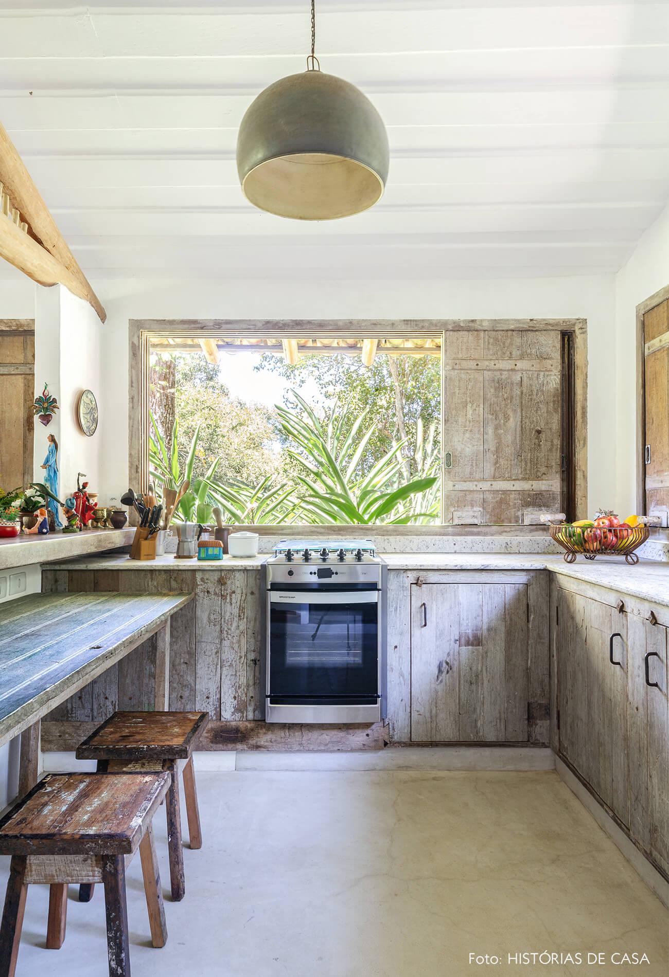 cozinha-rustica-com-moveis-de-madeira