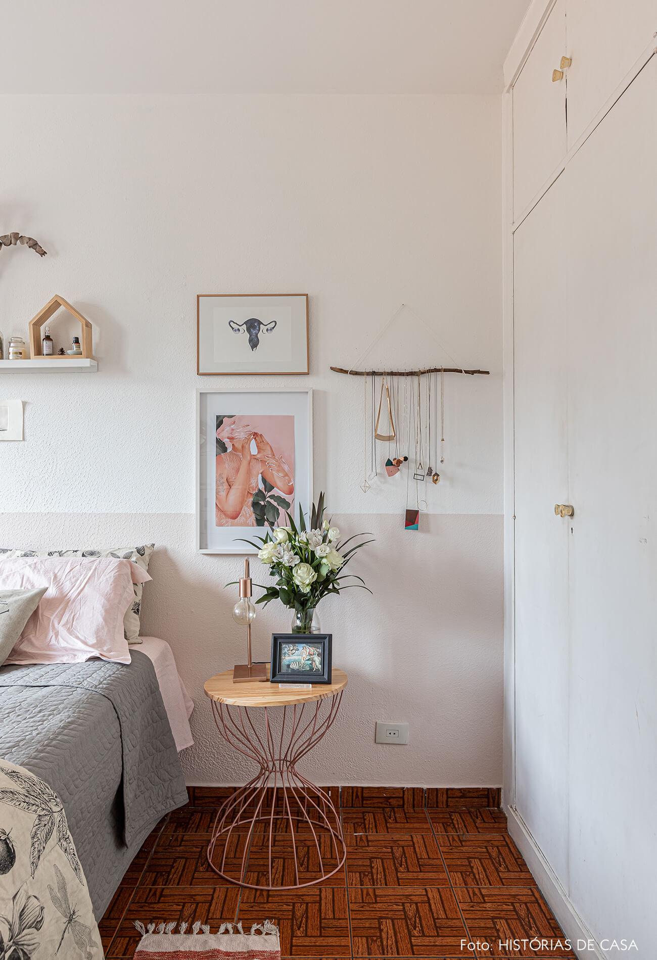decoração-quarto-delicado-com-quadros-e-plantas