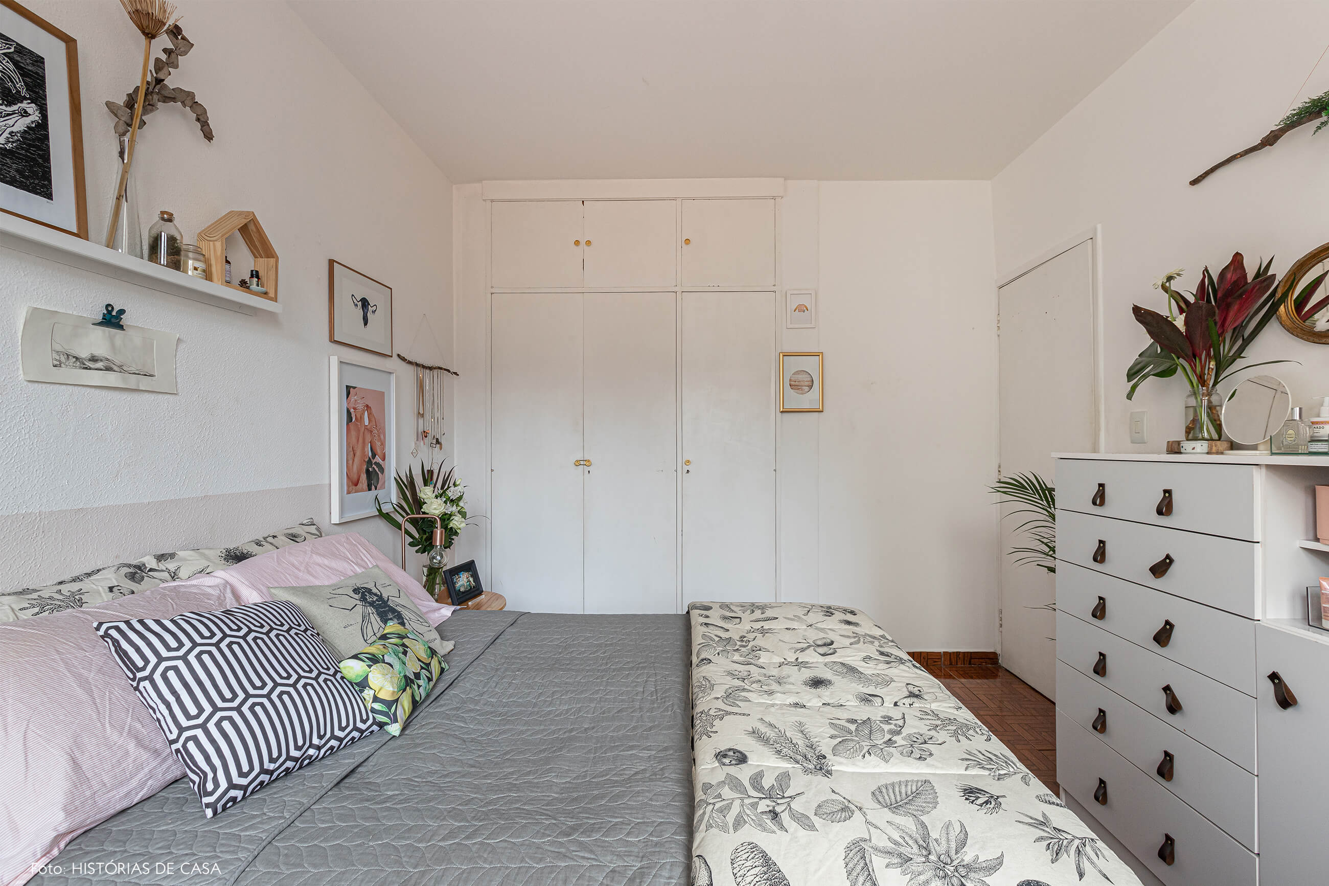 decoração-qaurto-branco-e-almofadas-estampadas