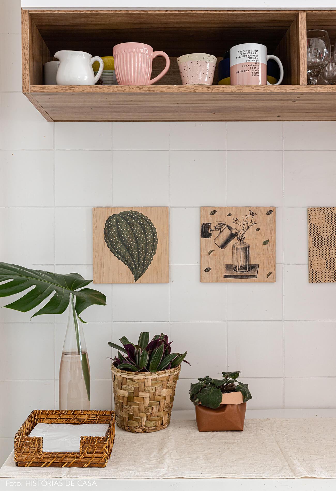 detalhe-decoração-cozinha-quadros-madeira