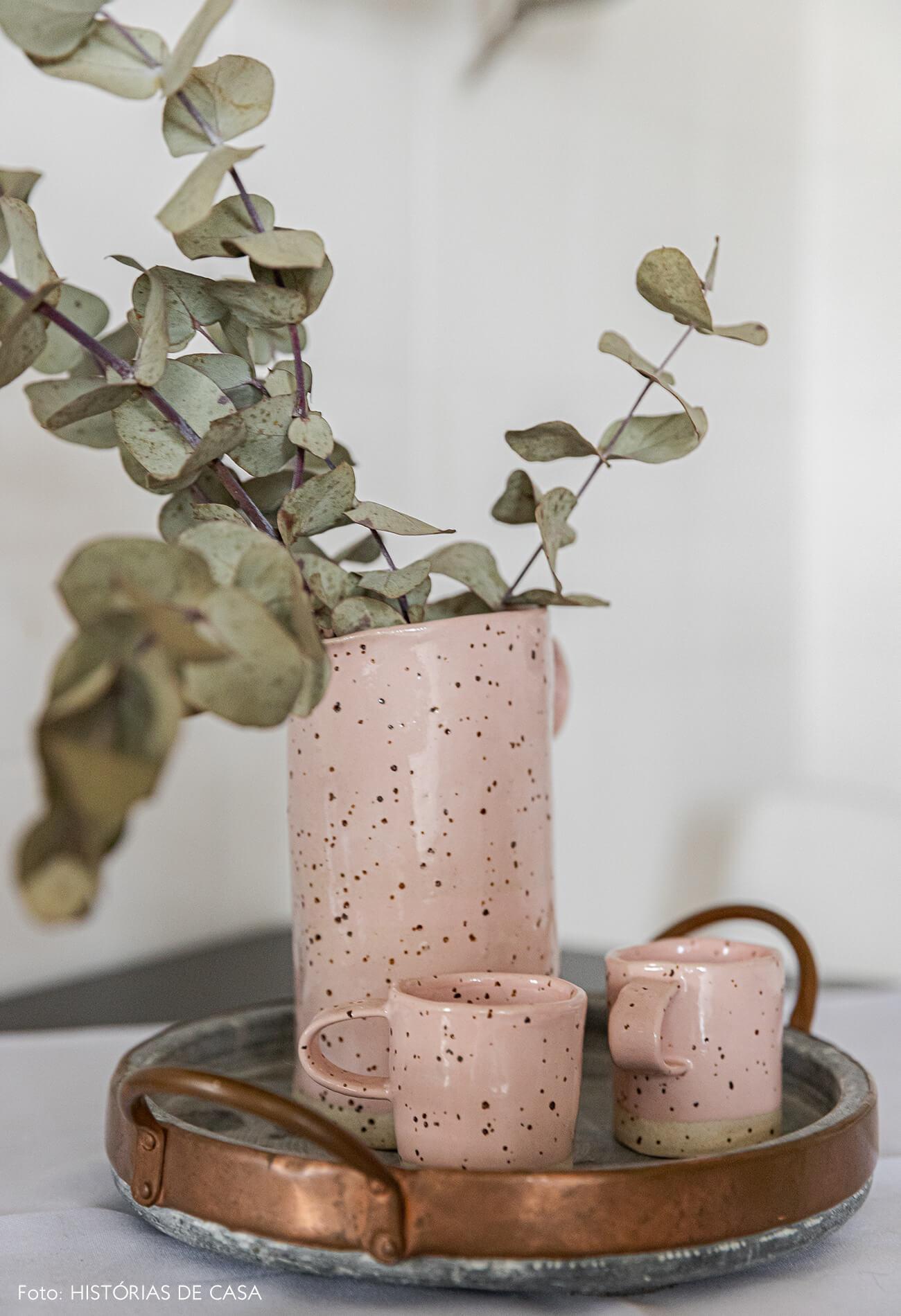 detalhe-decoração-cozinha-ceramica-rosa