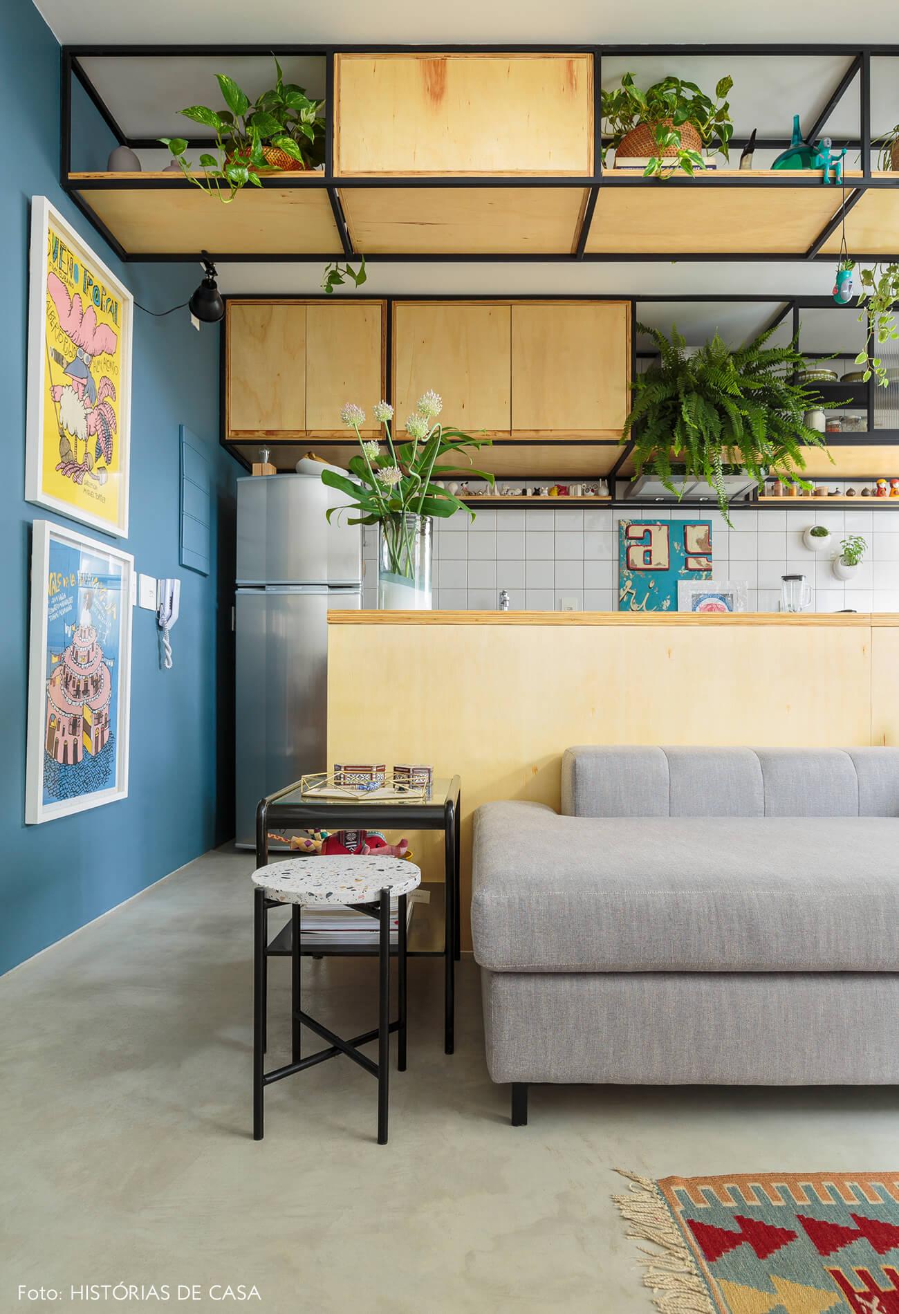 flavio-decoração-sala-e-cozinha-com-armarios-de-madeira-clara