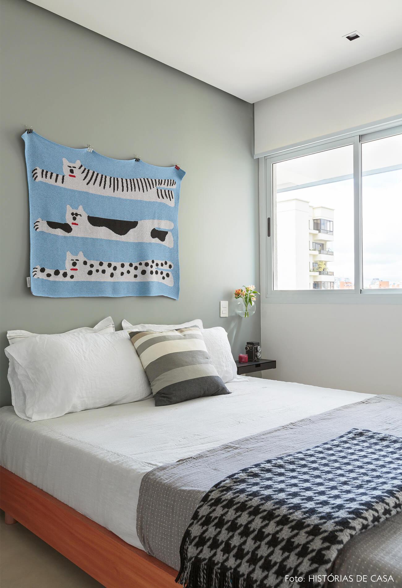 flavio-decoração-quarto-bem-iluminado-com-tapeçaria