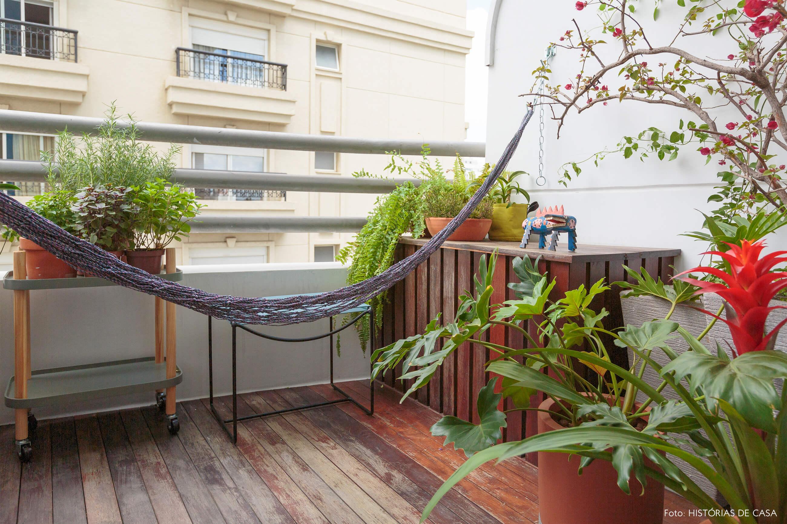 flavio-decoração-varanda-com-rede-e-plantas