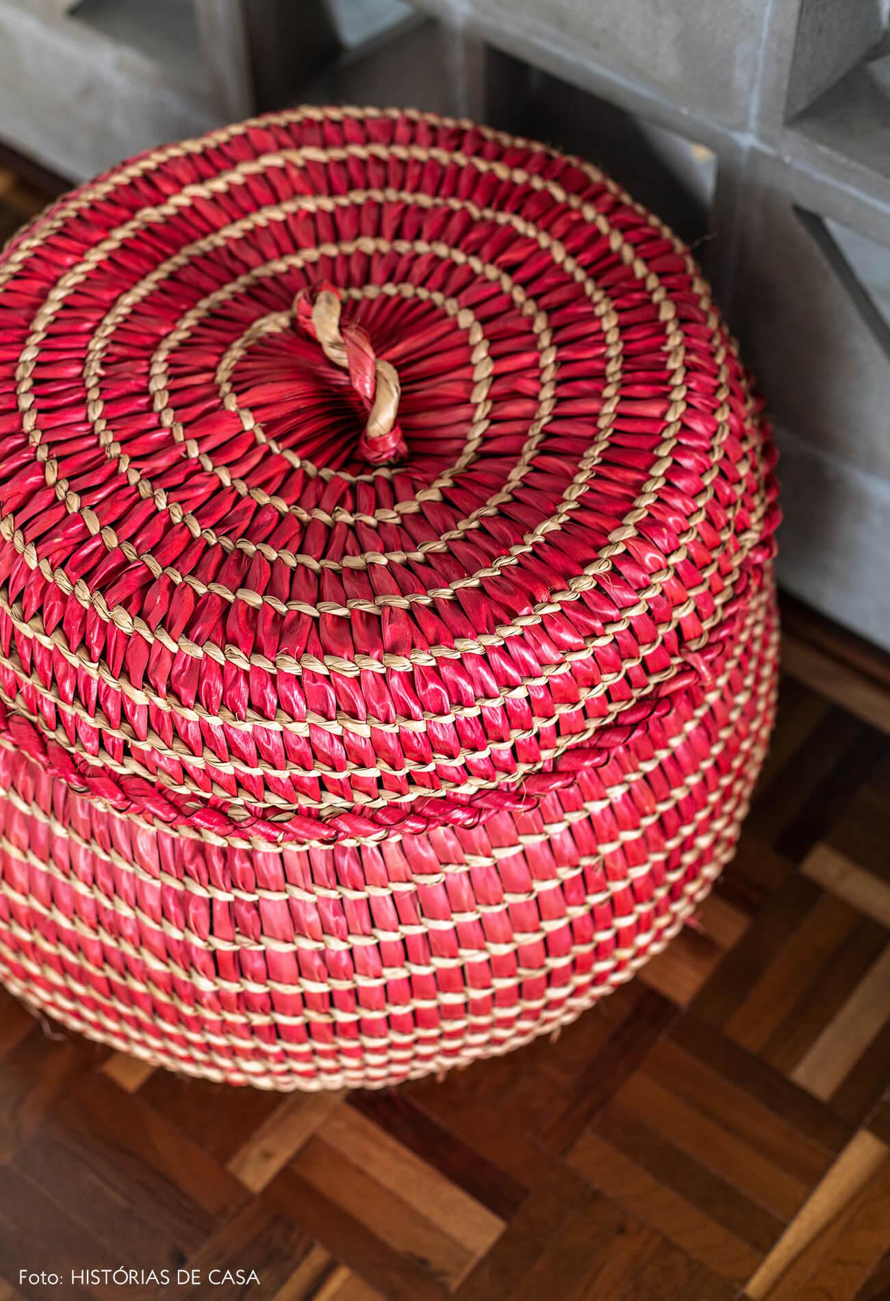 detalhe-cesto-vermelho