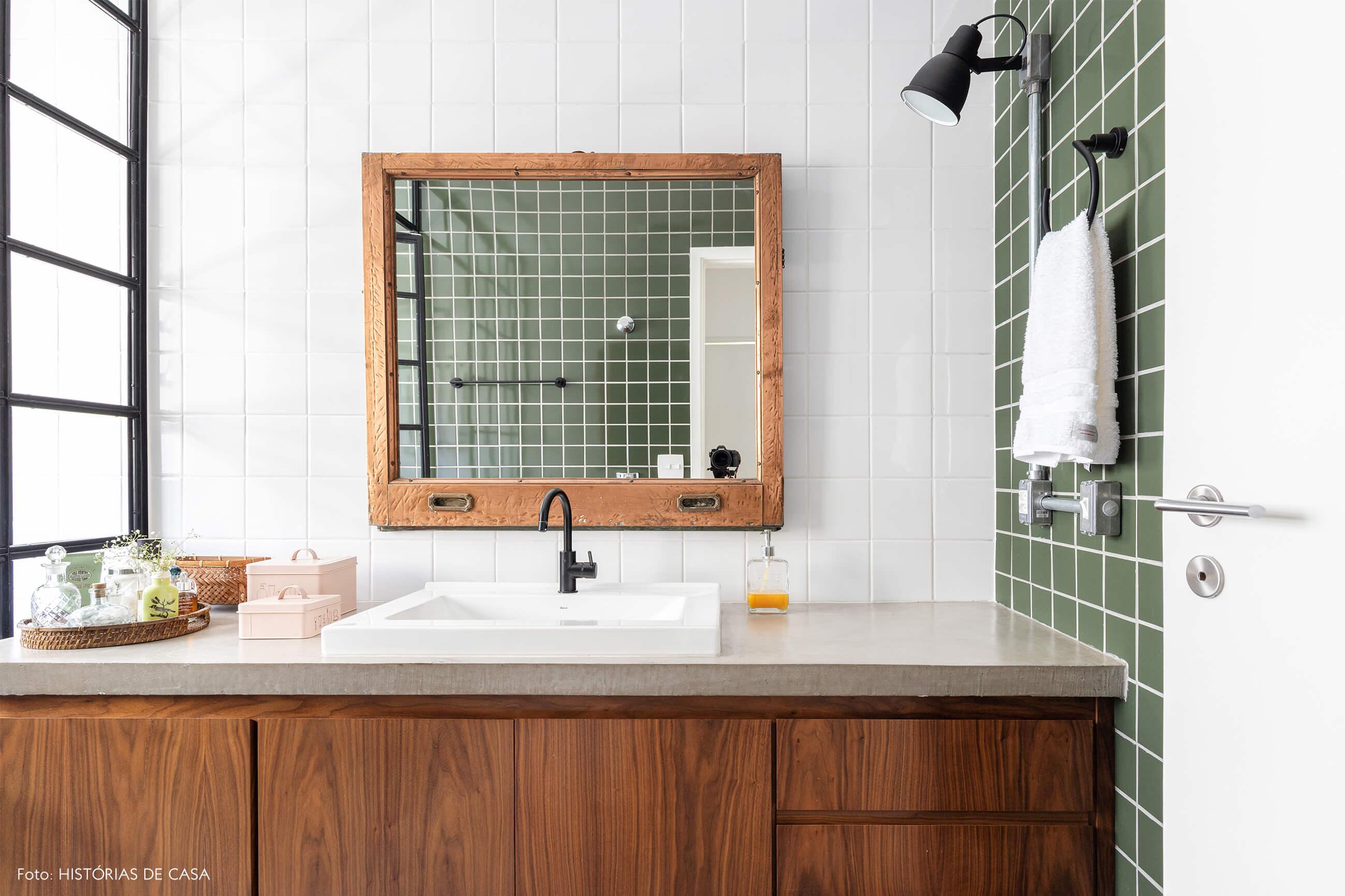 banheiro-com-azulejo-verde