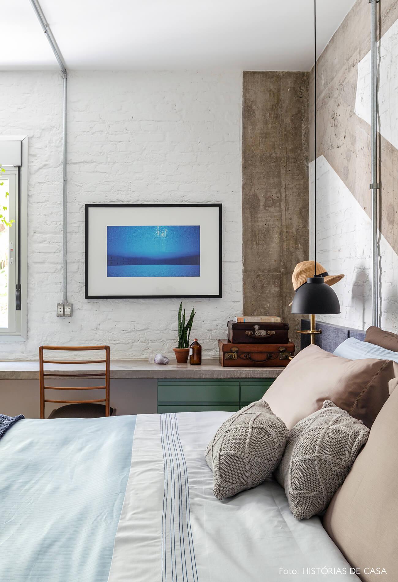 quarto-parede-tijolos-branco-e-concreto