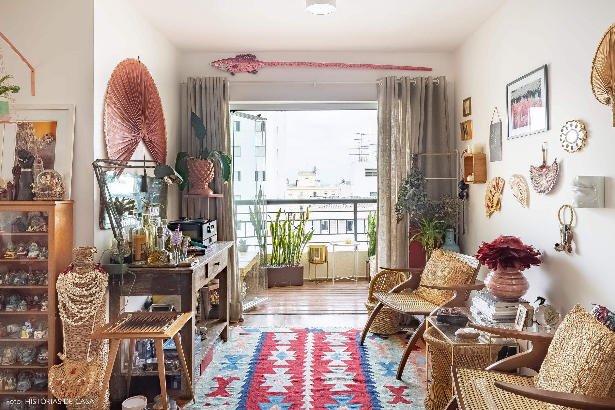 sala-com-cadeira-palha-e-varanda