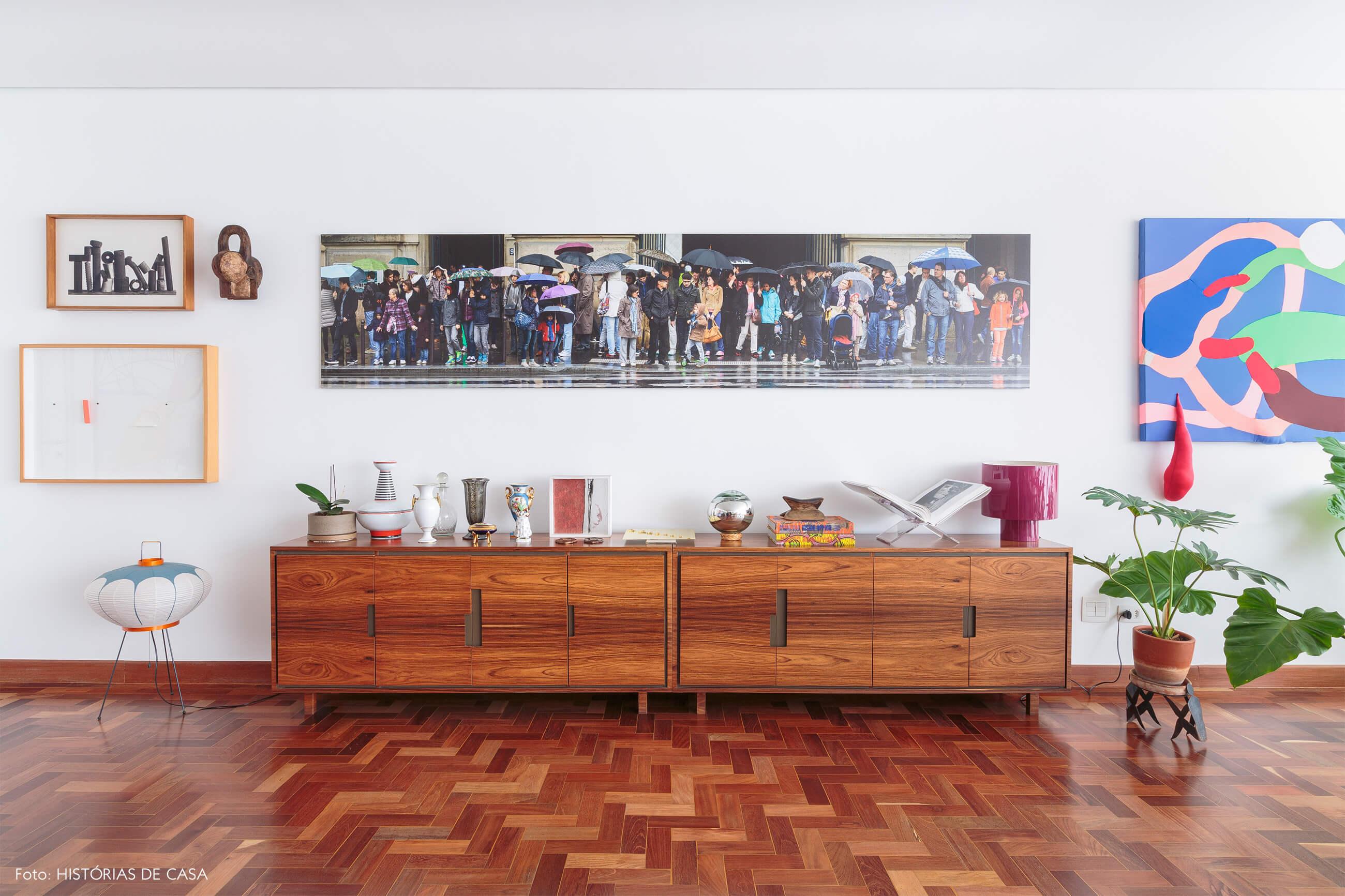sala-buffet-de-madeira-e-obras-arte