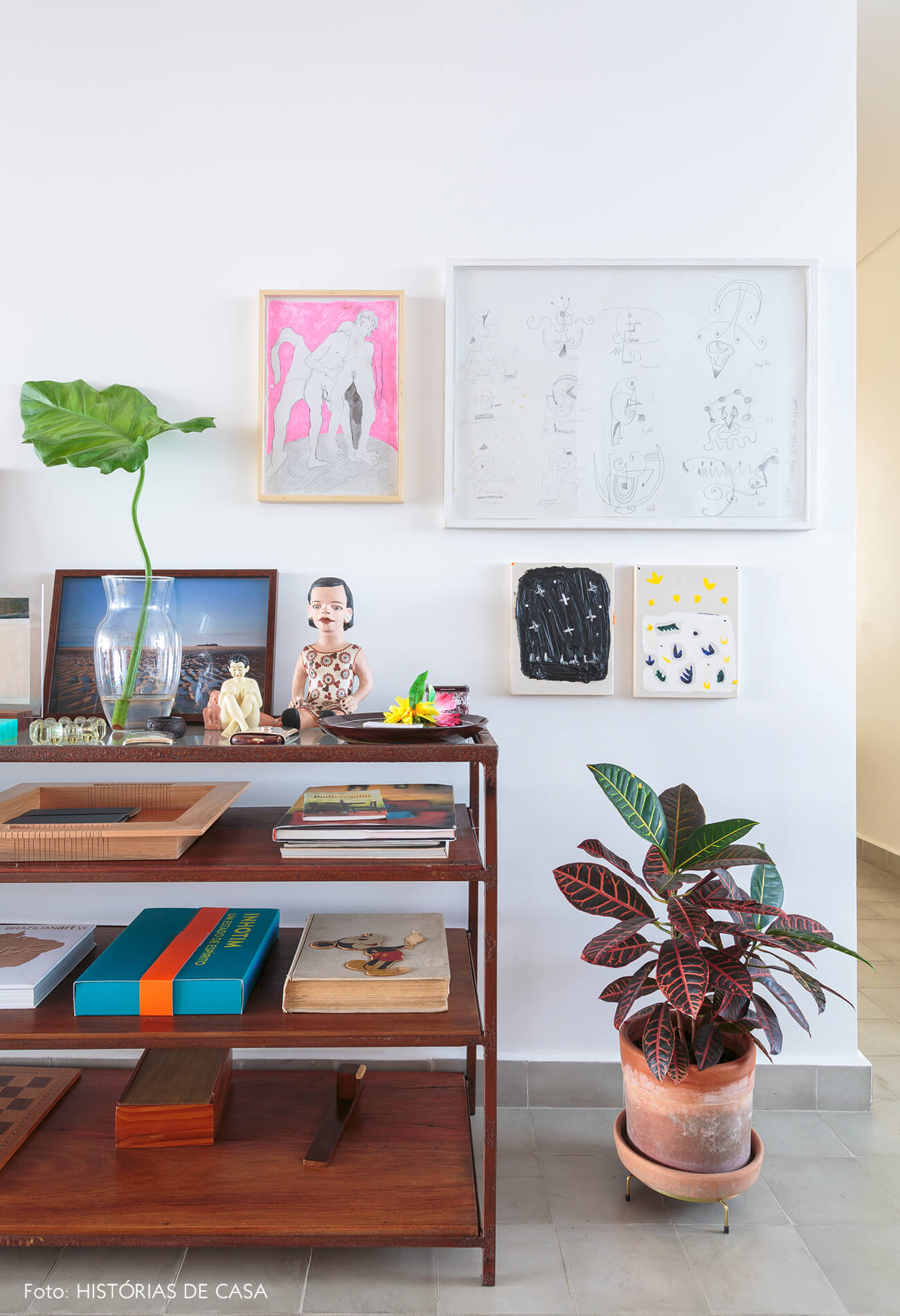 cozinha-movel-madeira-e-quadros