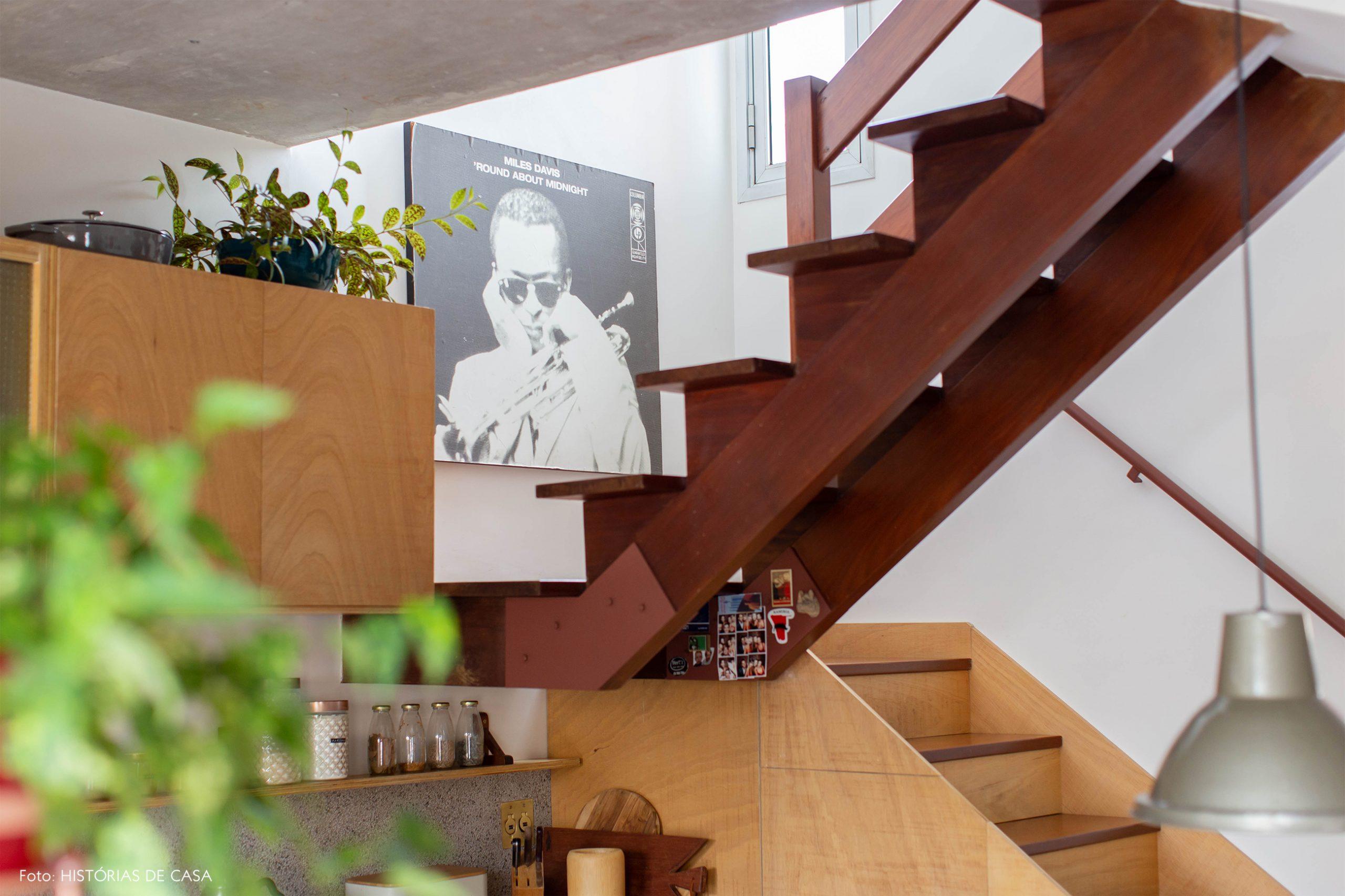 decoração escada de madeira