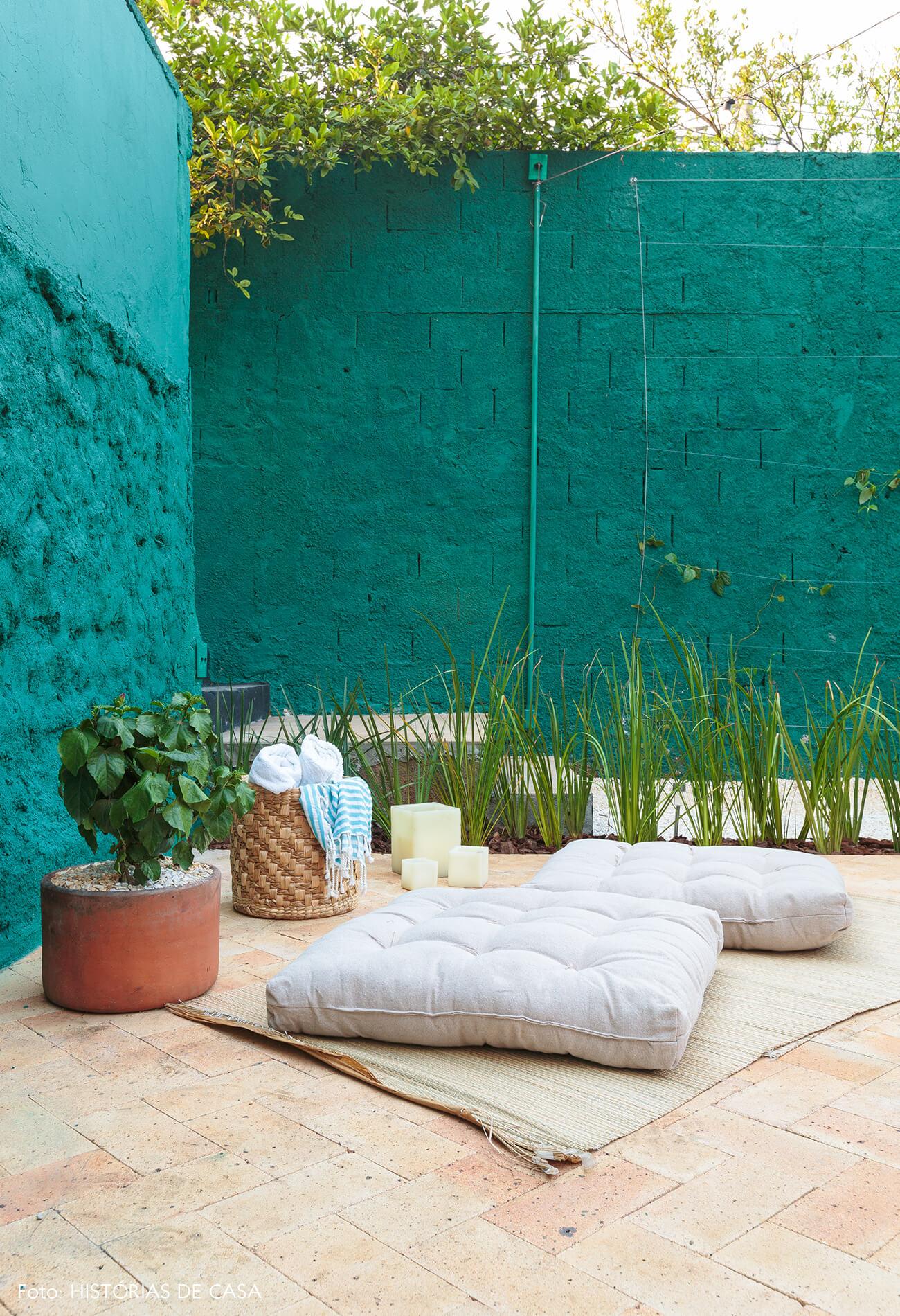 decoração antes e depois jardim leroy merlin parede verde e pufes